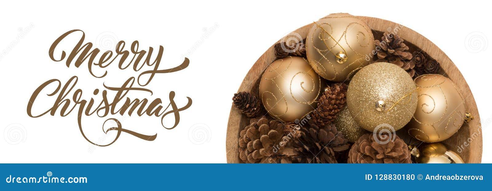 Шар золотых baubbles рождества и конусов сосны изолированных над белой предпосылкой Золотое рождество орнаментирует знамя