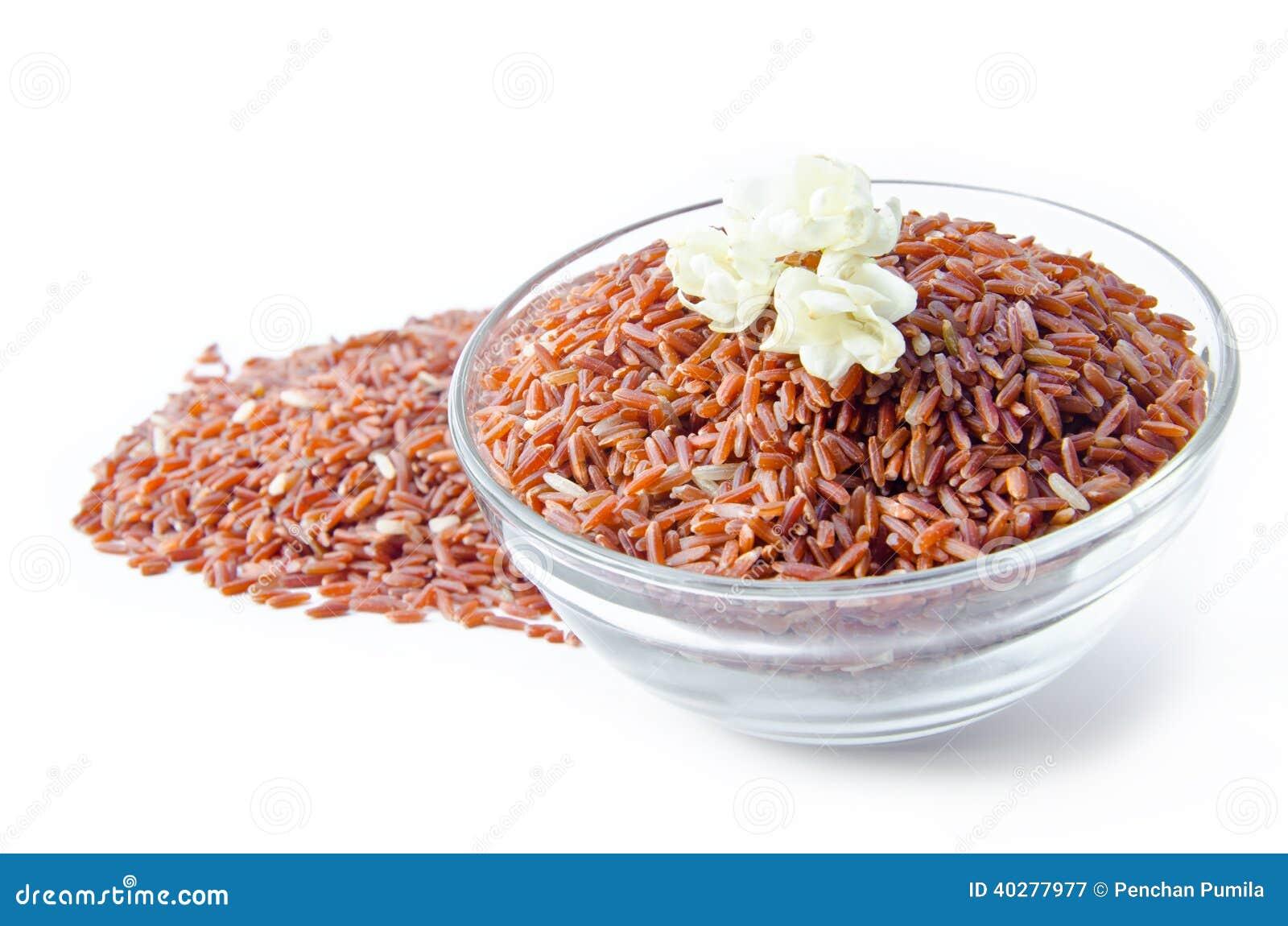 Шар сырцового коричневого риса и жасмин цветут