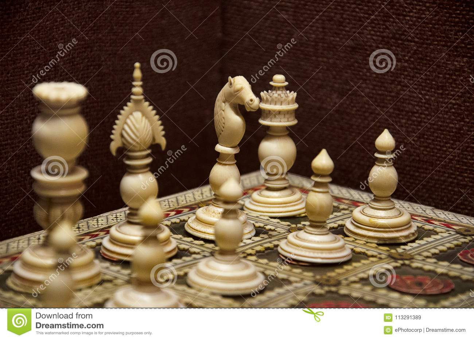 От старинных до кибер шахмат - Шахматная школа