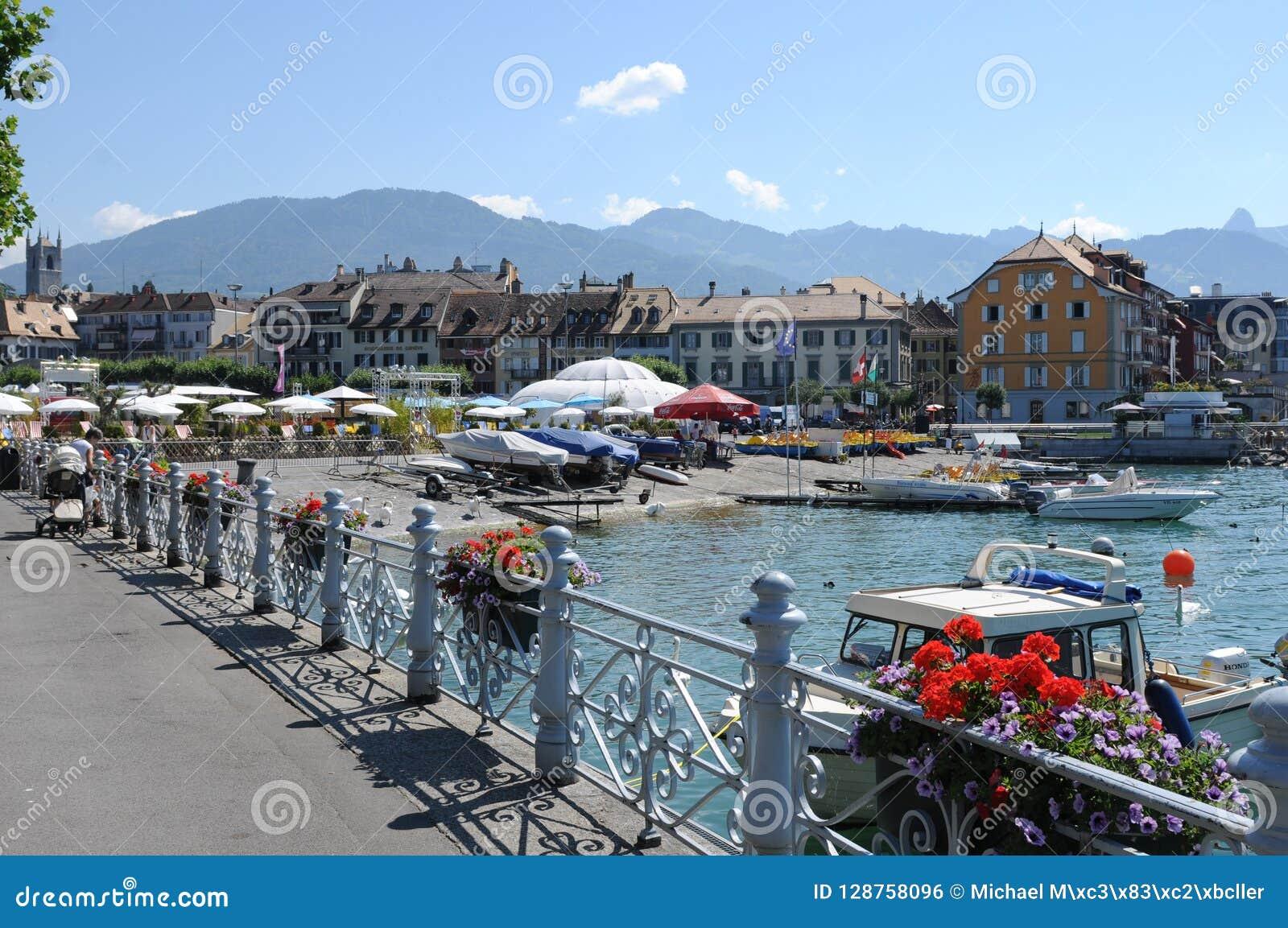 Швейцария: Озер-прогулка Vevey-города на Женевском озере