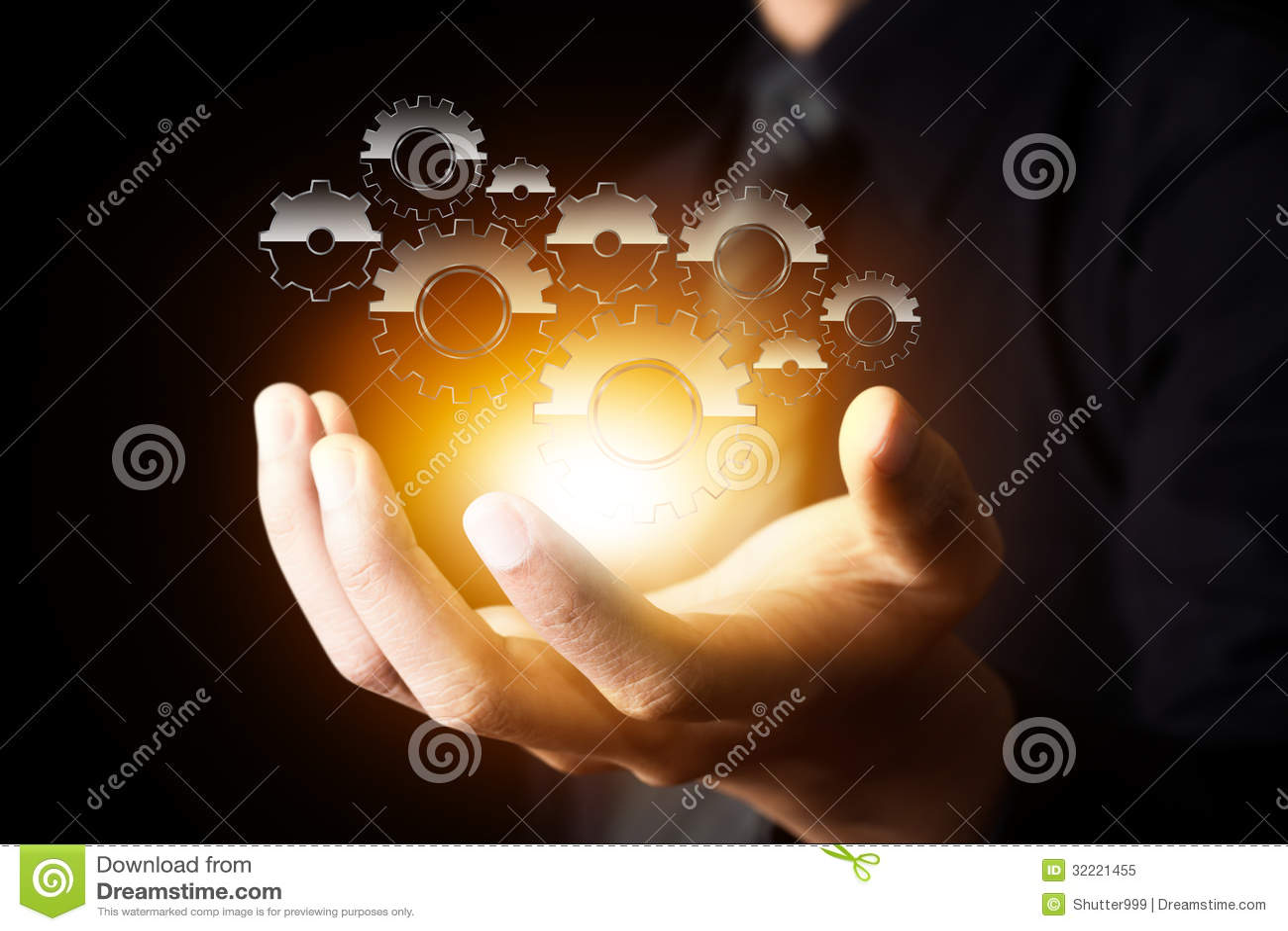 Шестерня выставки руки бизнесмена к успеху как концепция