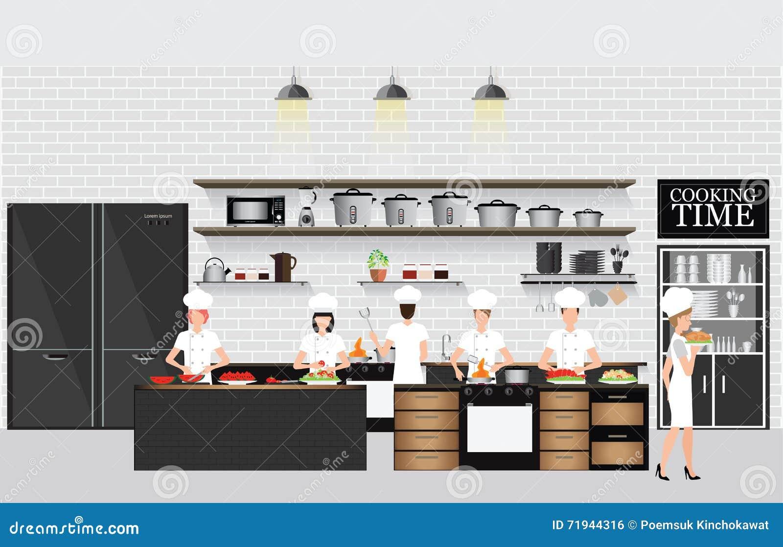 Шеф-повара варя на таблице в интерьере кухни ресторана