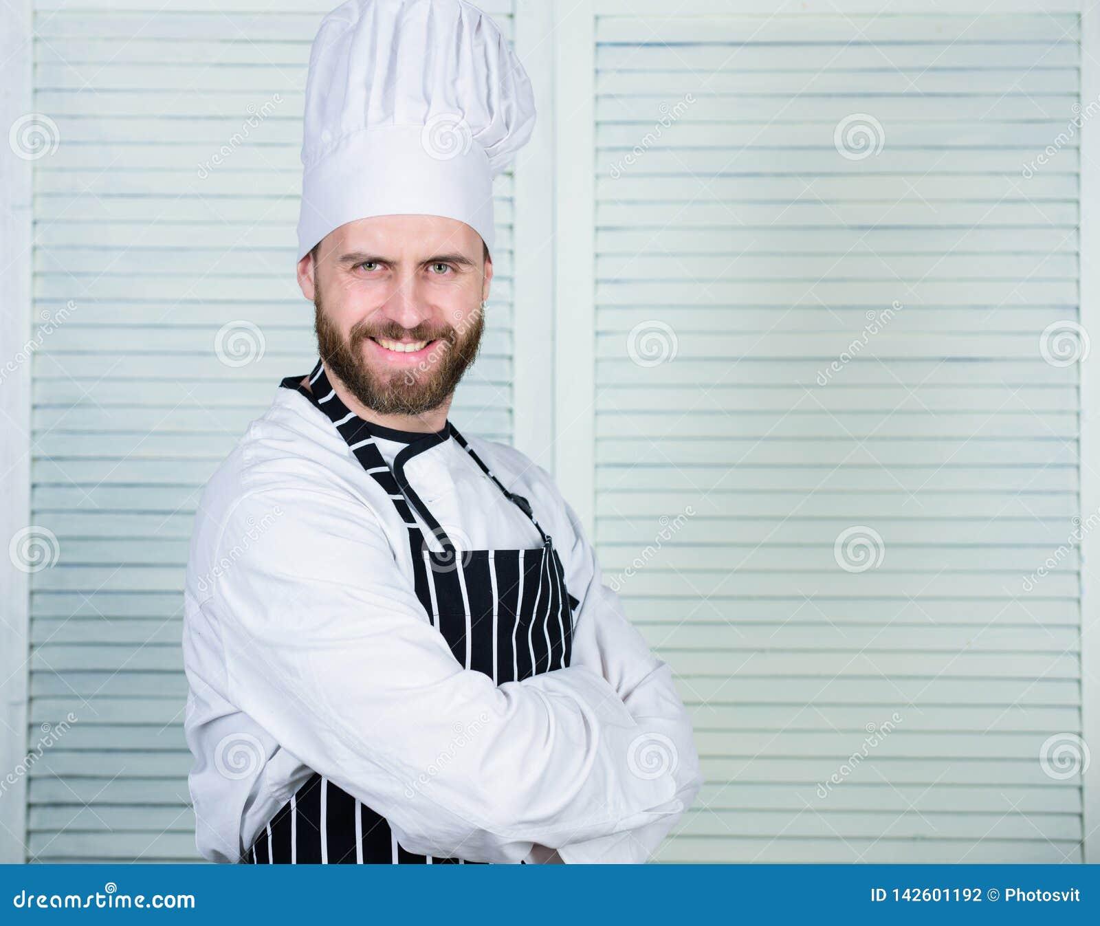 Шеф-повар Профессионал в кухне кулинарная кухня уверенный человек в рисберме и шляпе повар в ресторане, форме