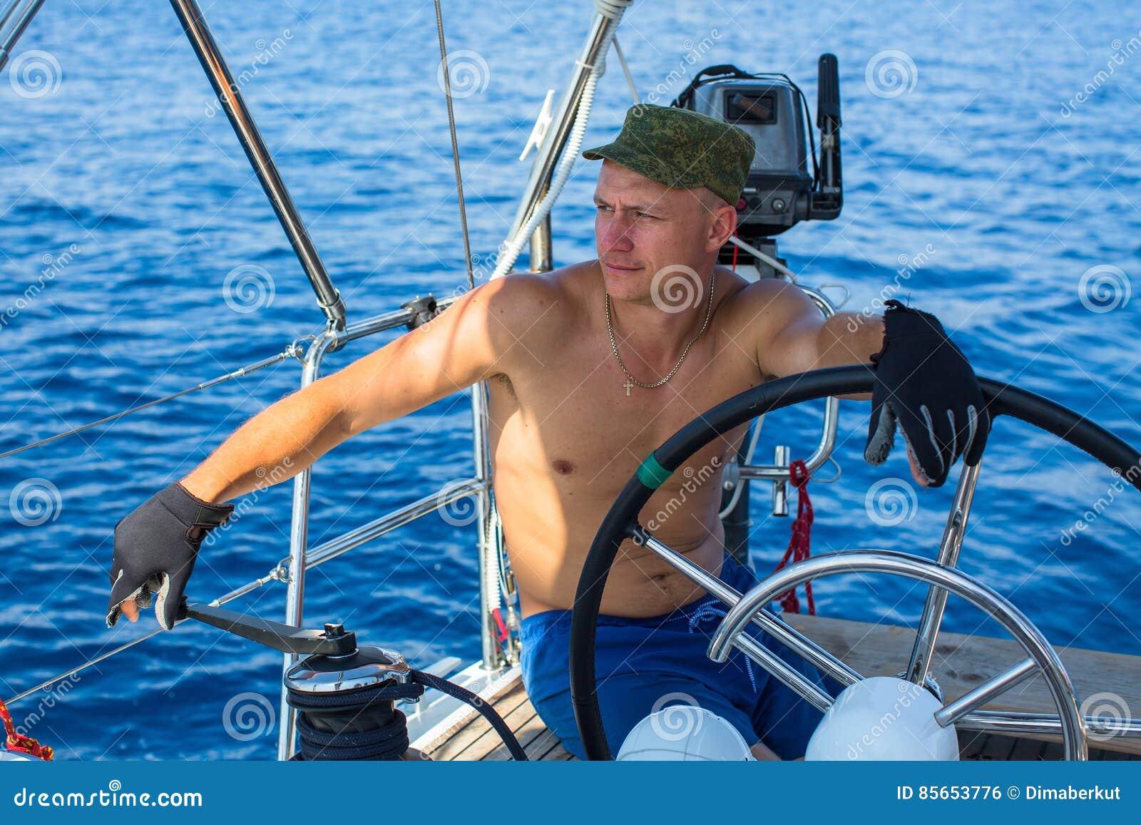 шкипер на яхту