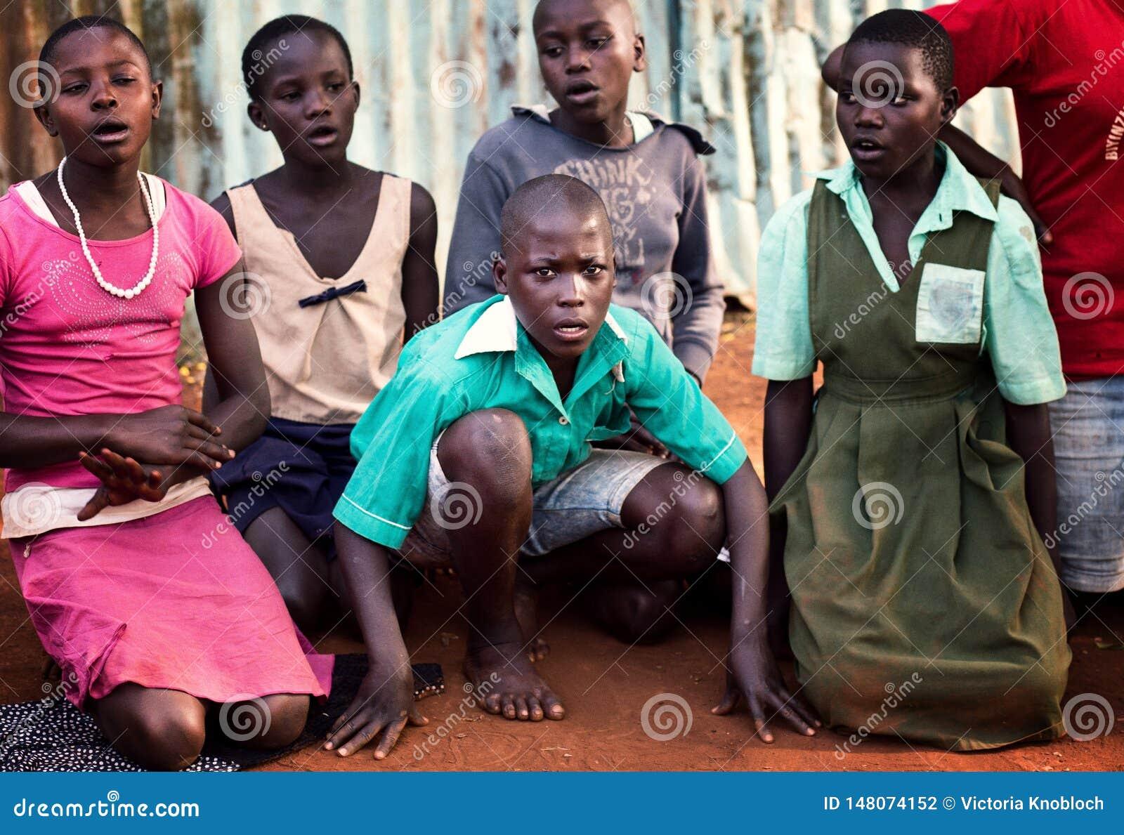 Школьники около Jinja в Уганде