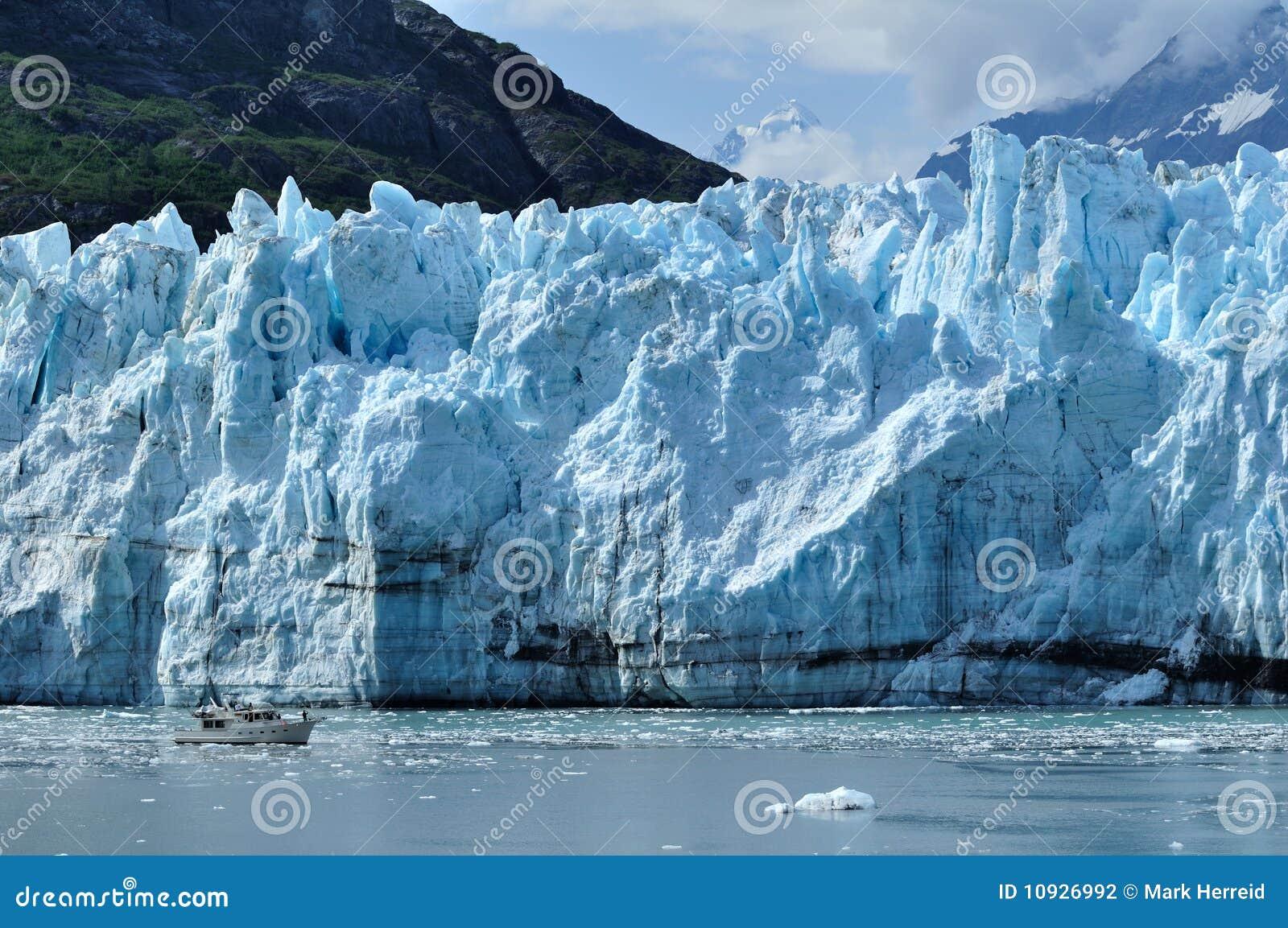 шлюпка Аляски дает маштаб margerie ледника к