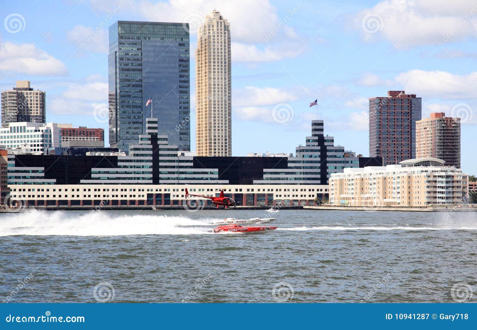 шлюпка возбуждая скорость реки hudson участвуя в гонке