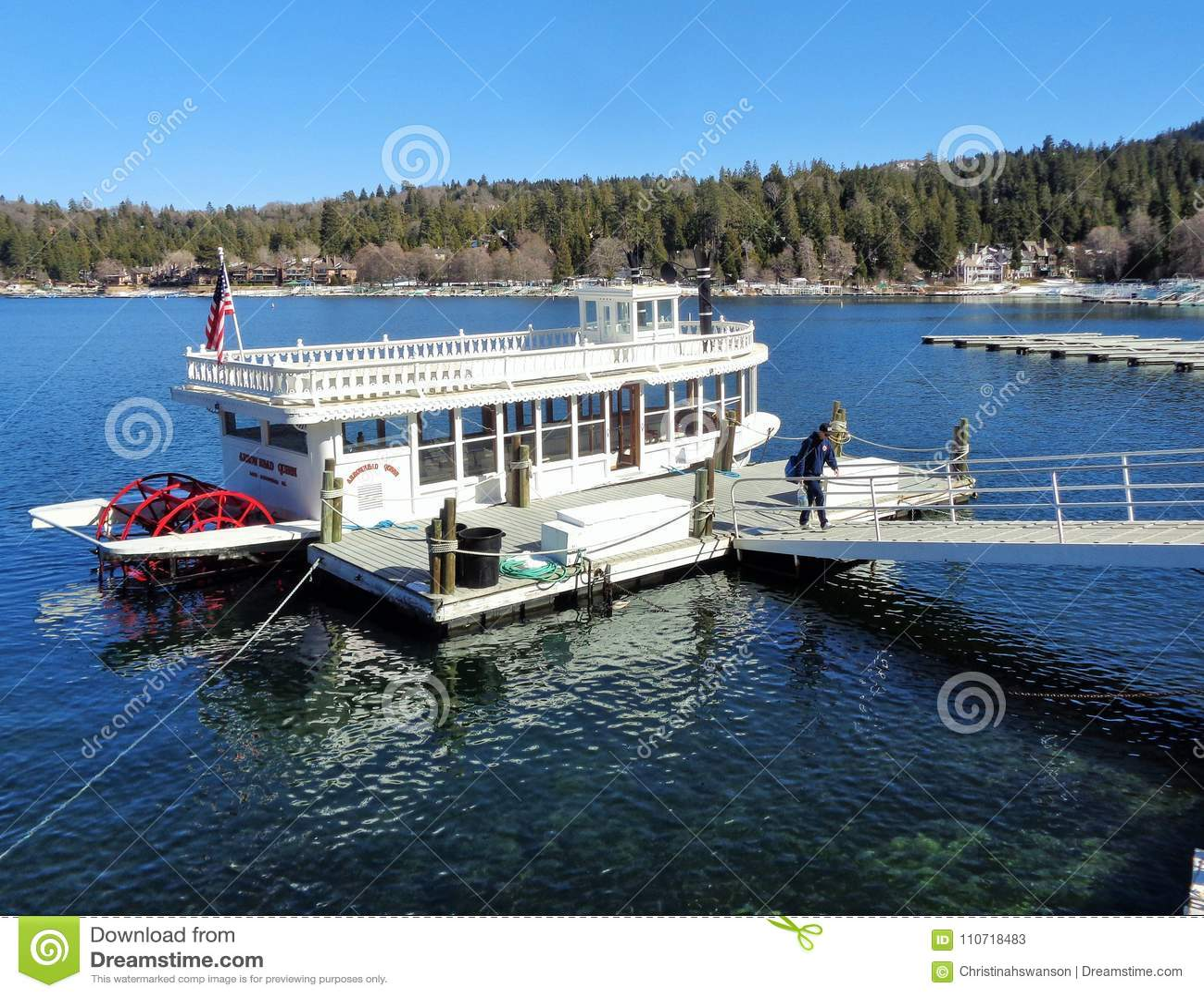 Шлюпка Затвор-колеса ферзя наконечника озера в доке