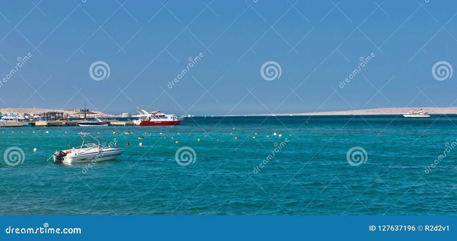 Шлюпки и яхты в Красном Море