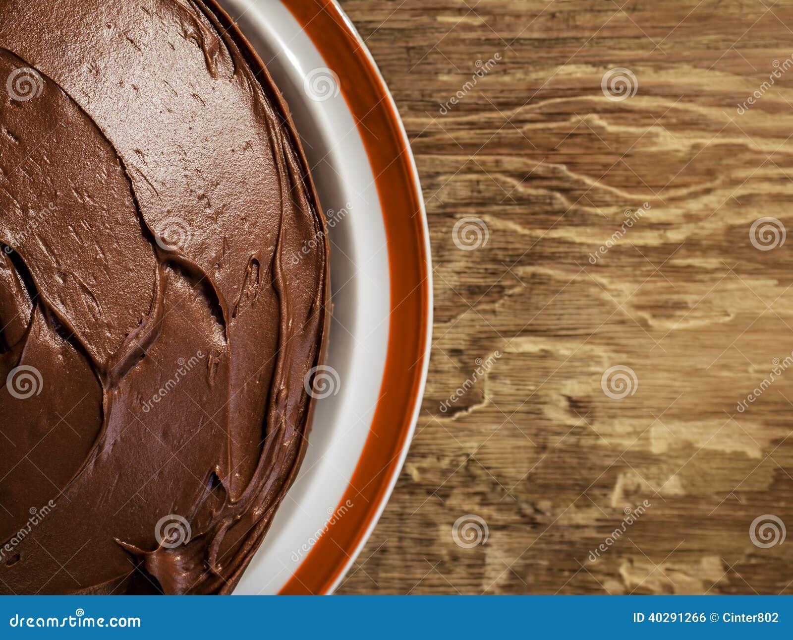 Шоколадный торт на плите