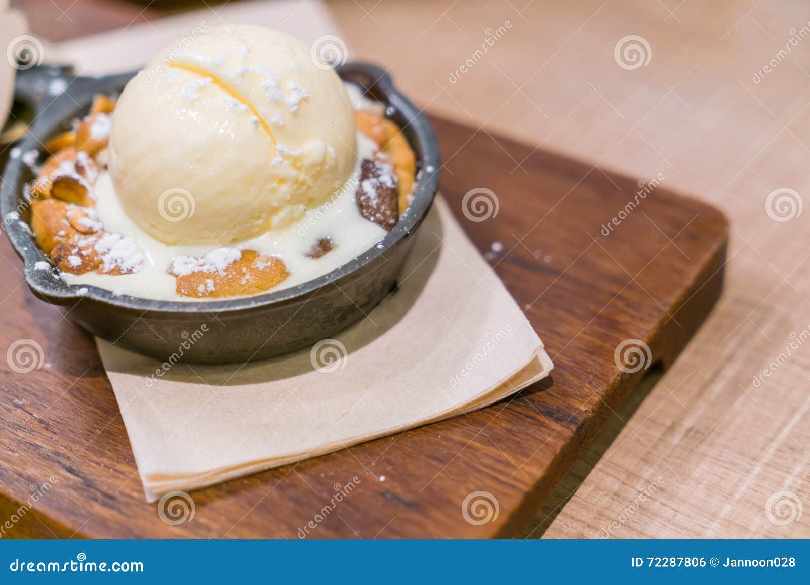 Download Шоколадный торт с ванильным мороженым Стоковое Фото - изображение насчитывающей холодно, шоколад: 72287806