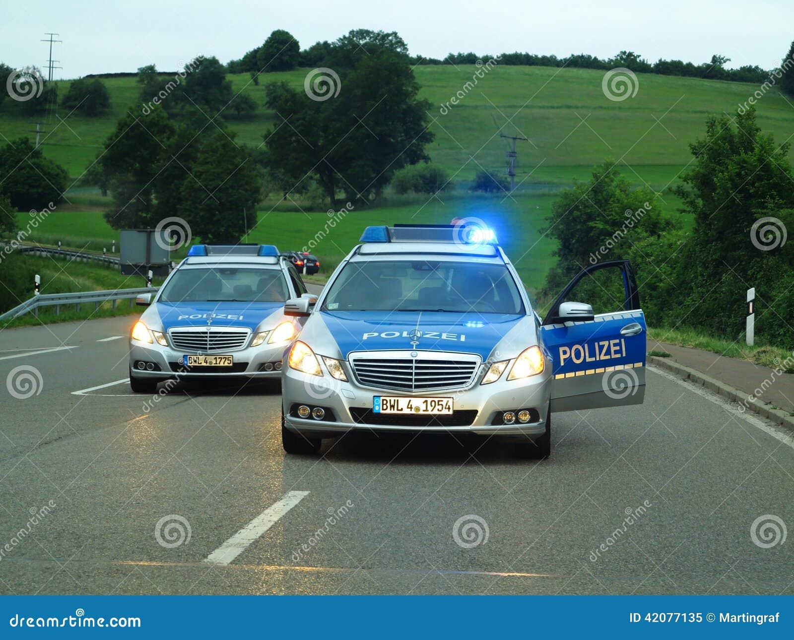 Шоссе баррикады полицейских машин