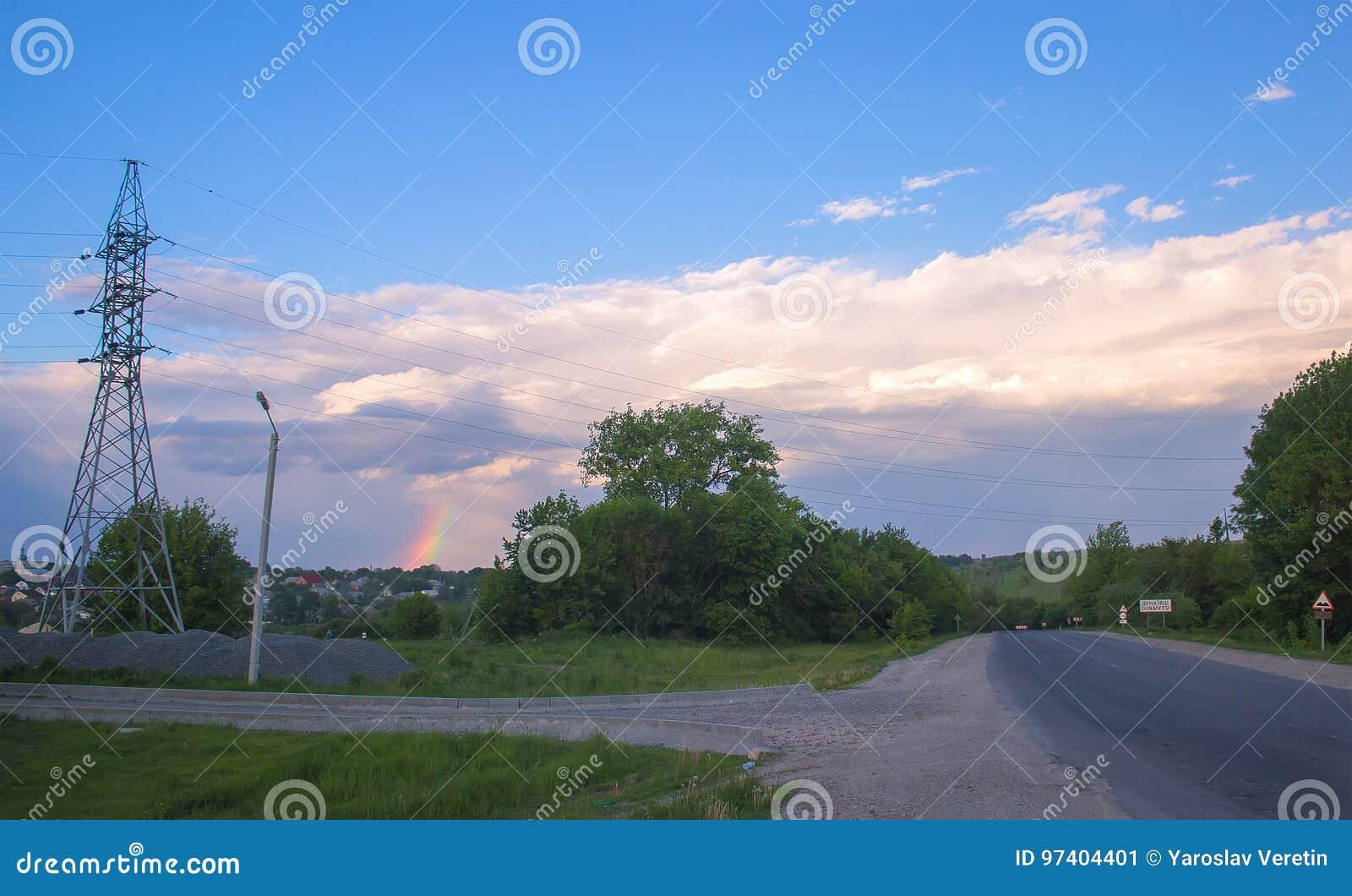 шоссе в осени с радугой