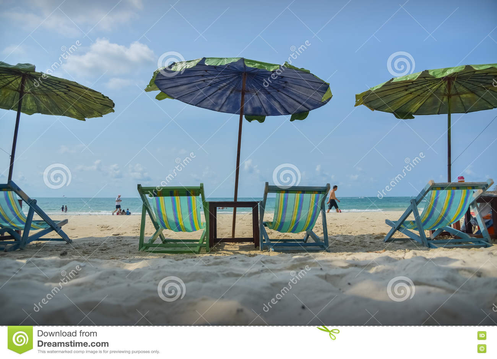 Download Шпаргалка ослабляя на пляже это время Редакционное Фотография - изображение насчитывающей отдых, вечер: 72299722