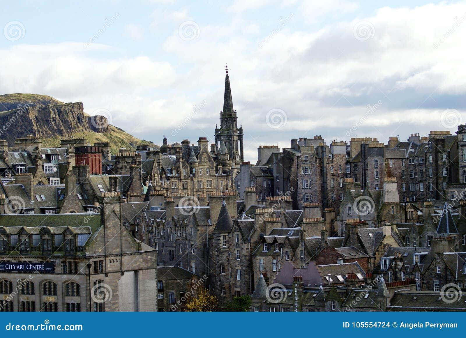 Шпиль кирки Tron в старом городке в Эдинбурге