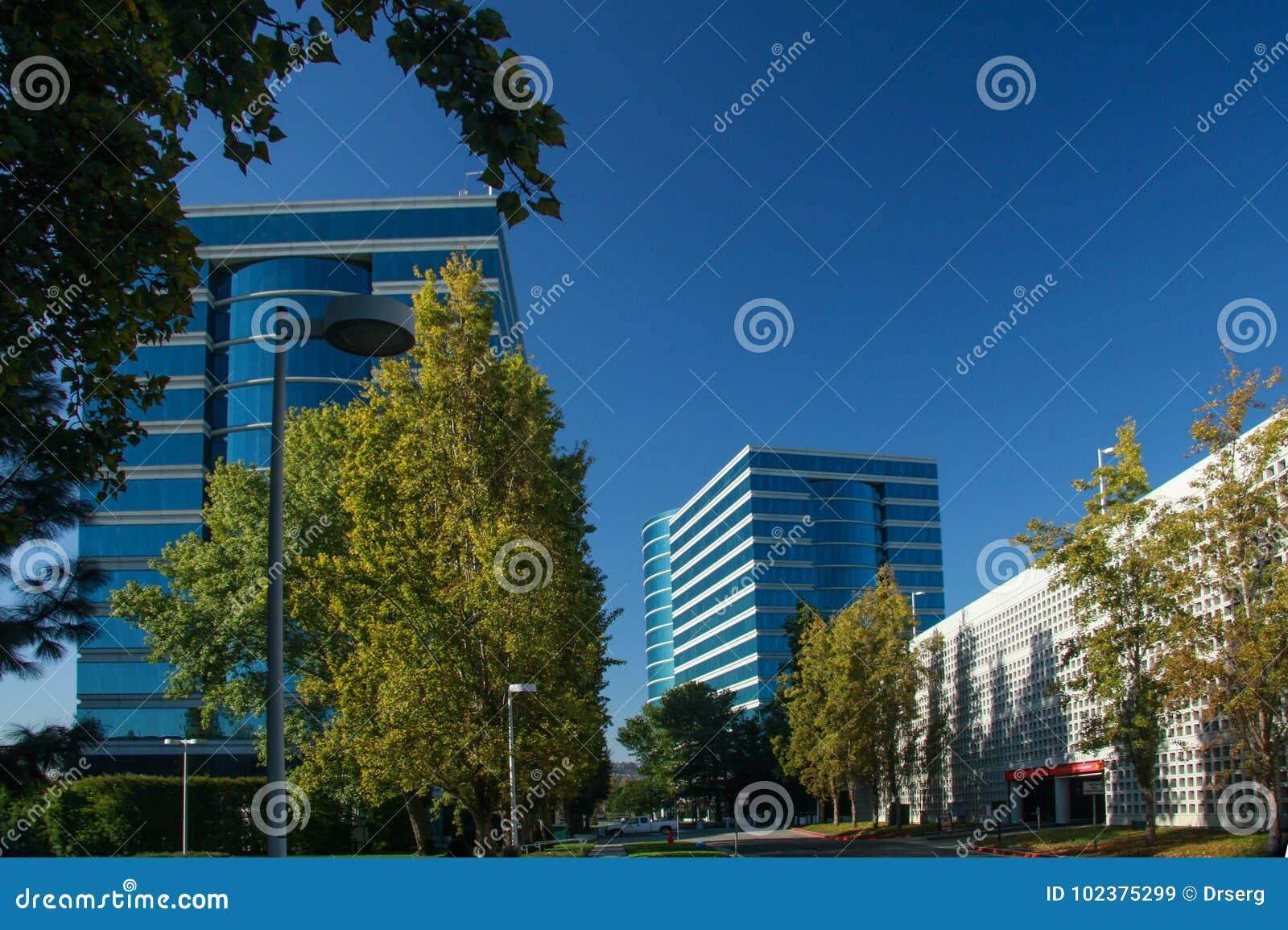 Штабы Oracle расположенные в Redwood City