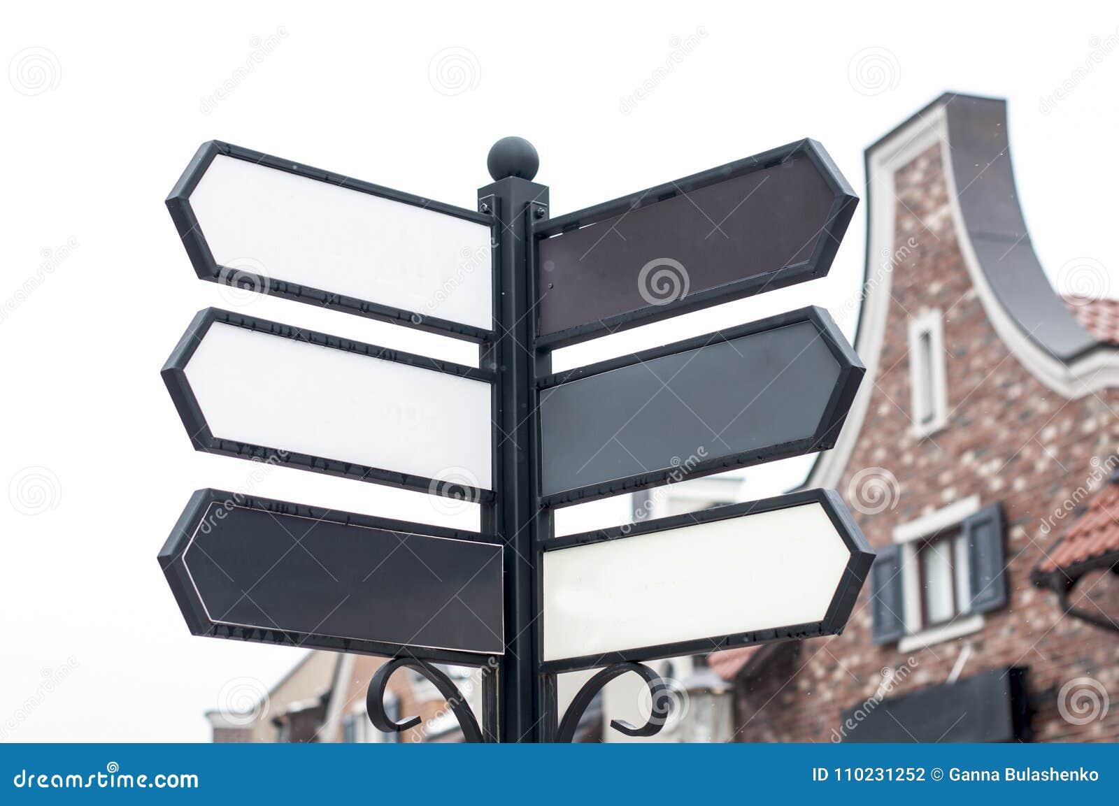 Штендер с пустыми знаками улицы