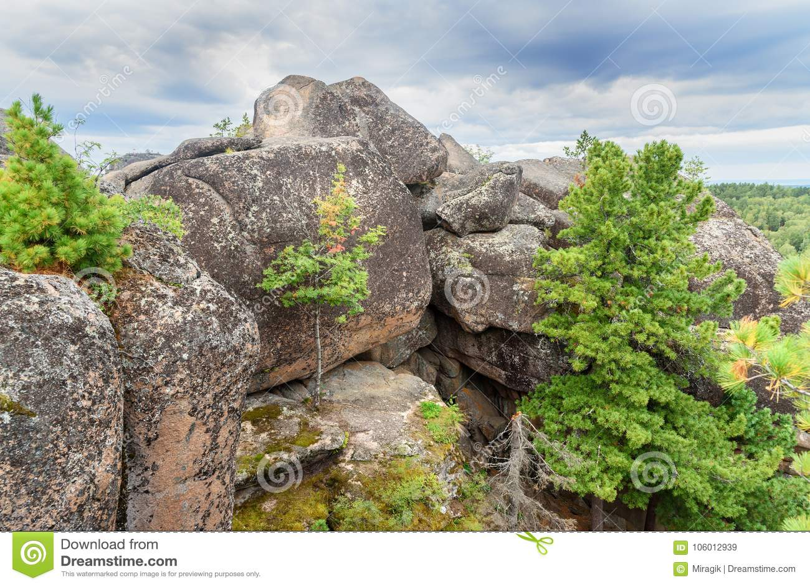 Штендер четверть Русское святилище природы Stolby запаса Около Krasnoyarsk