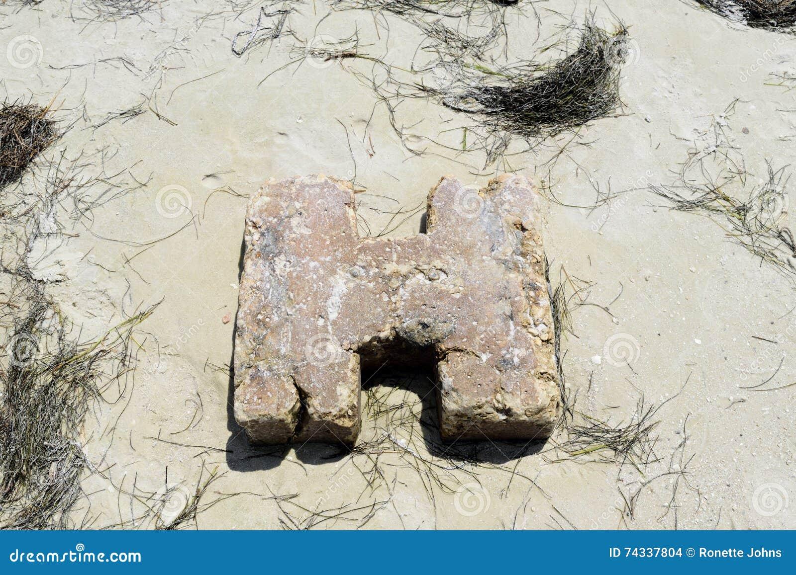 Штендер цемента на пляже