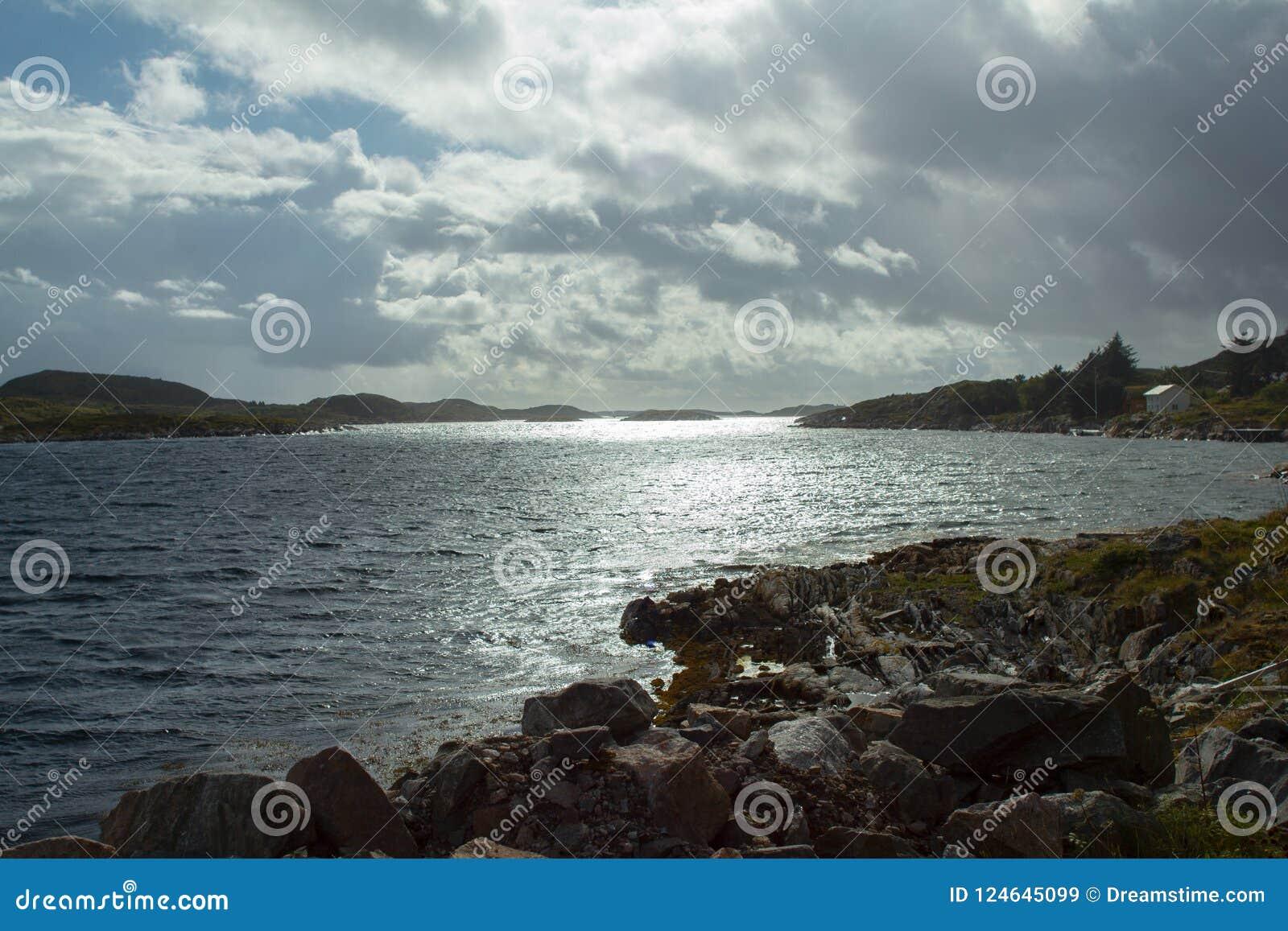 Штиль на море в Frøya - Норвегии