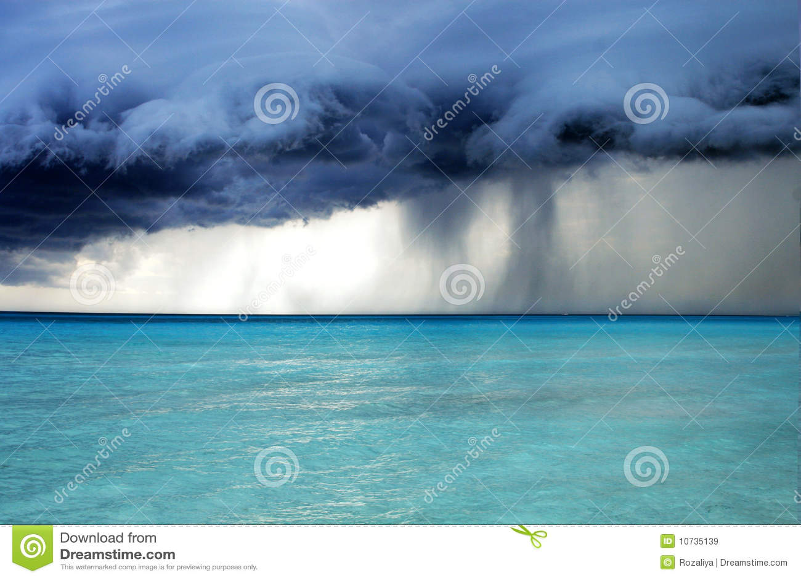 штормовая погода дождя пляжа