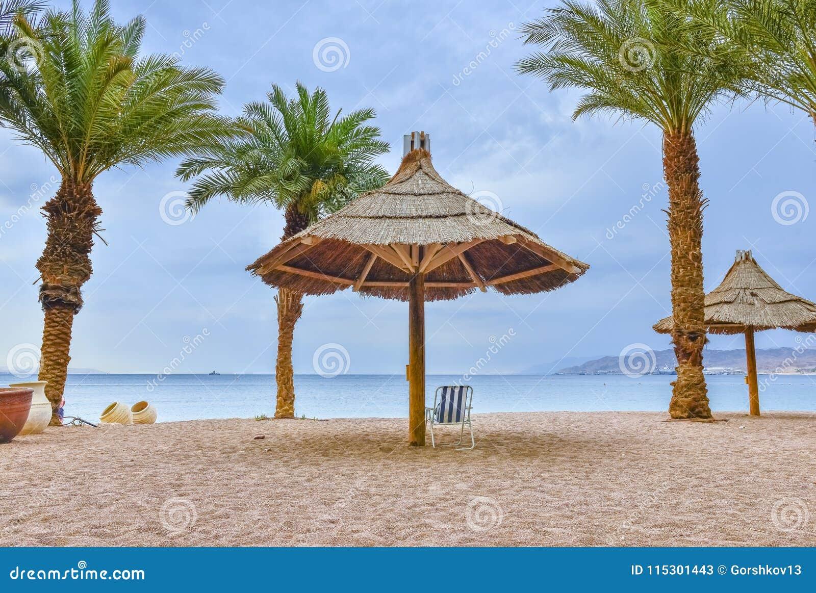 Штормовая погода на заливе Eilat - известного курортного города в Израиле
