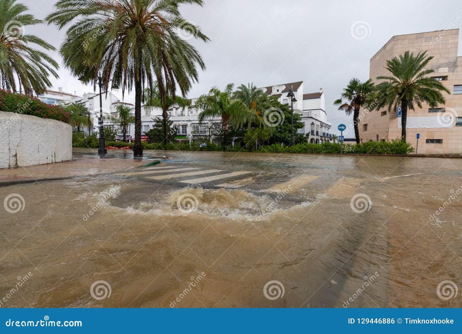 Штормы и flooding в Estepona