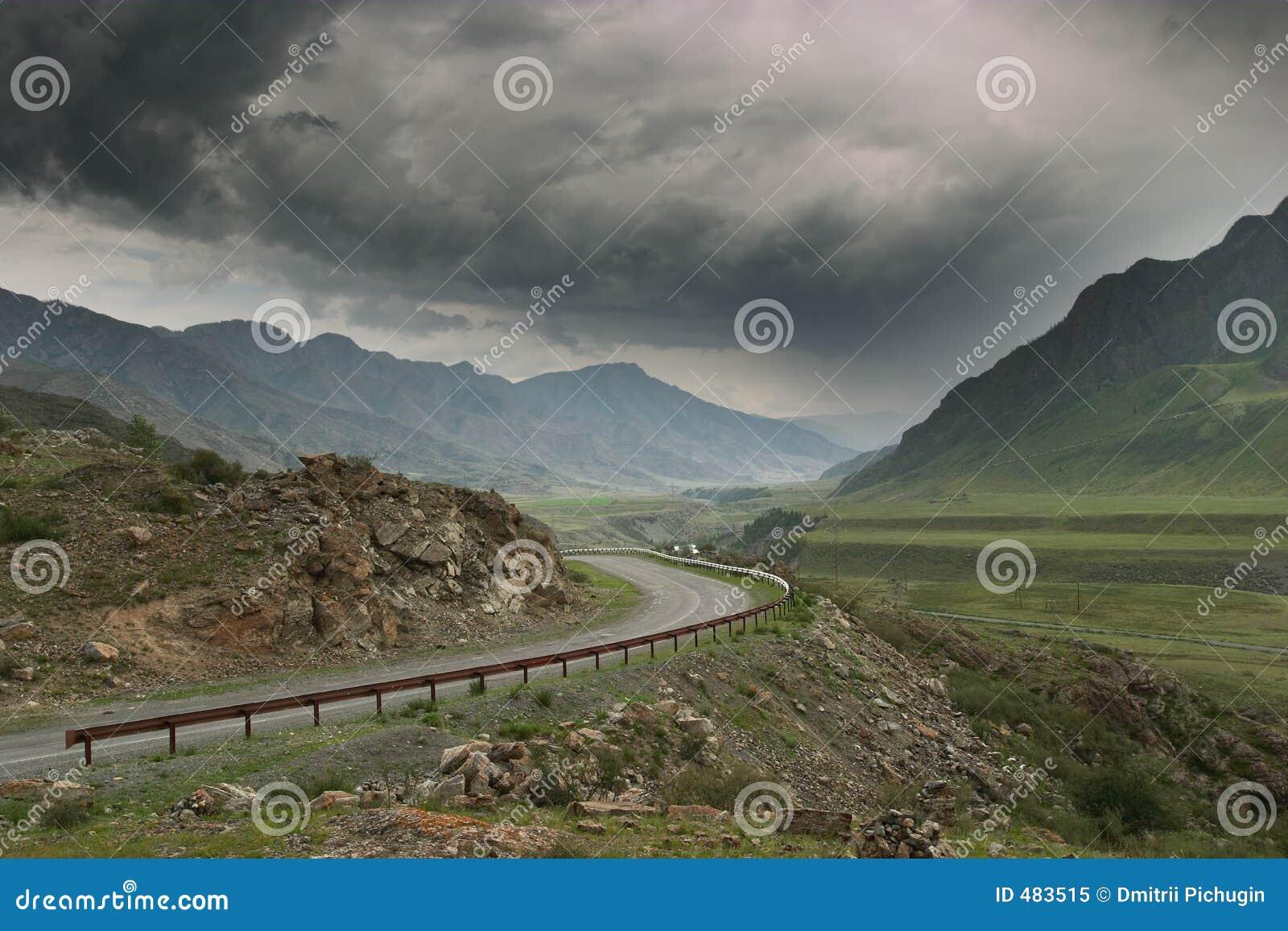 шторм дороги горы