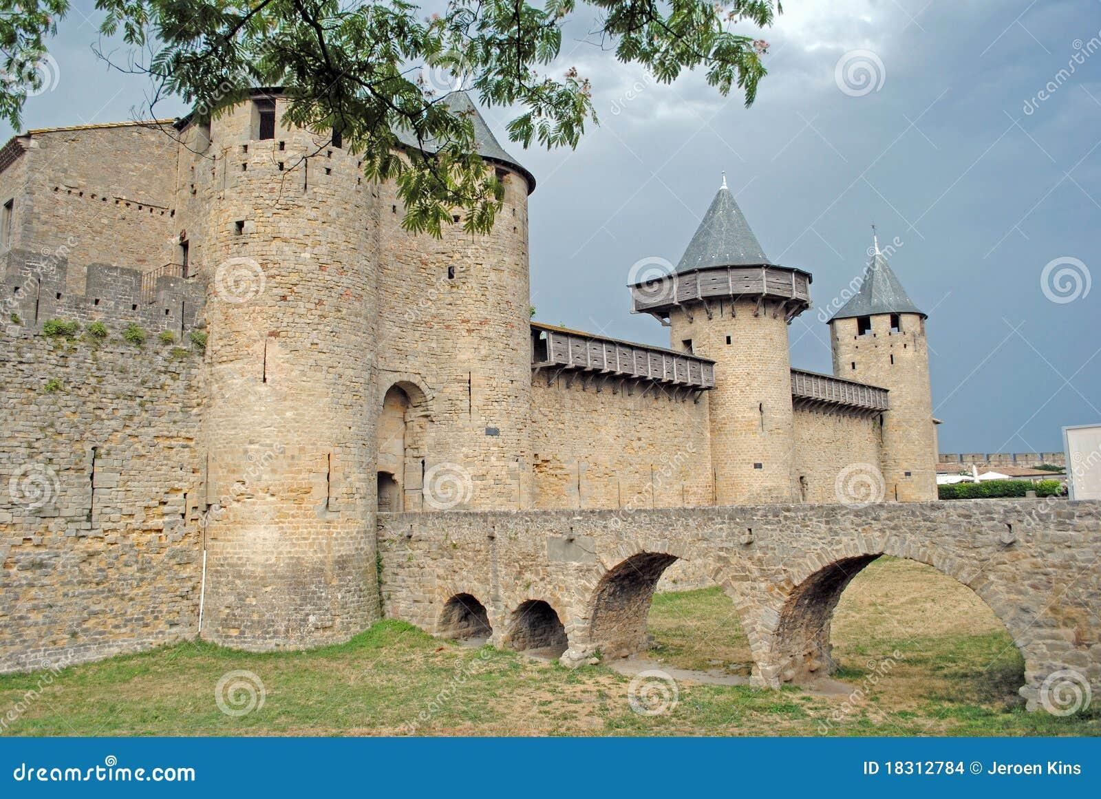 шторм замока carcassonne