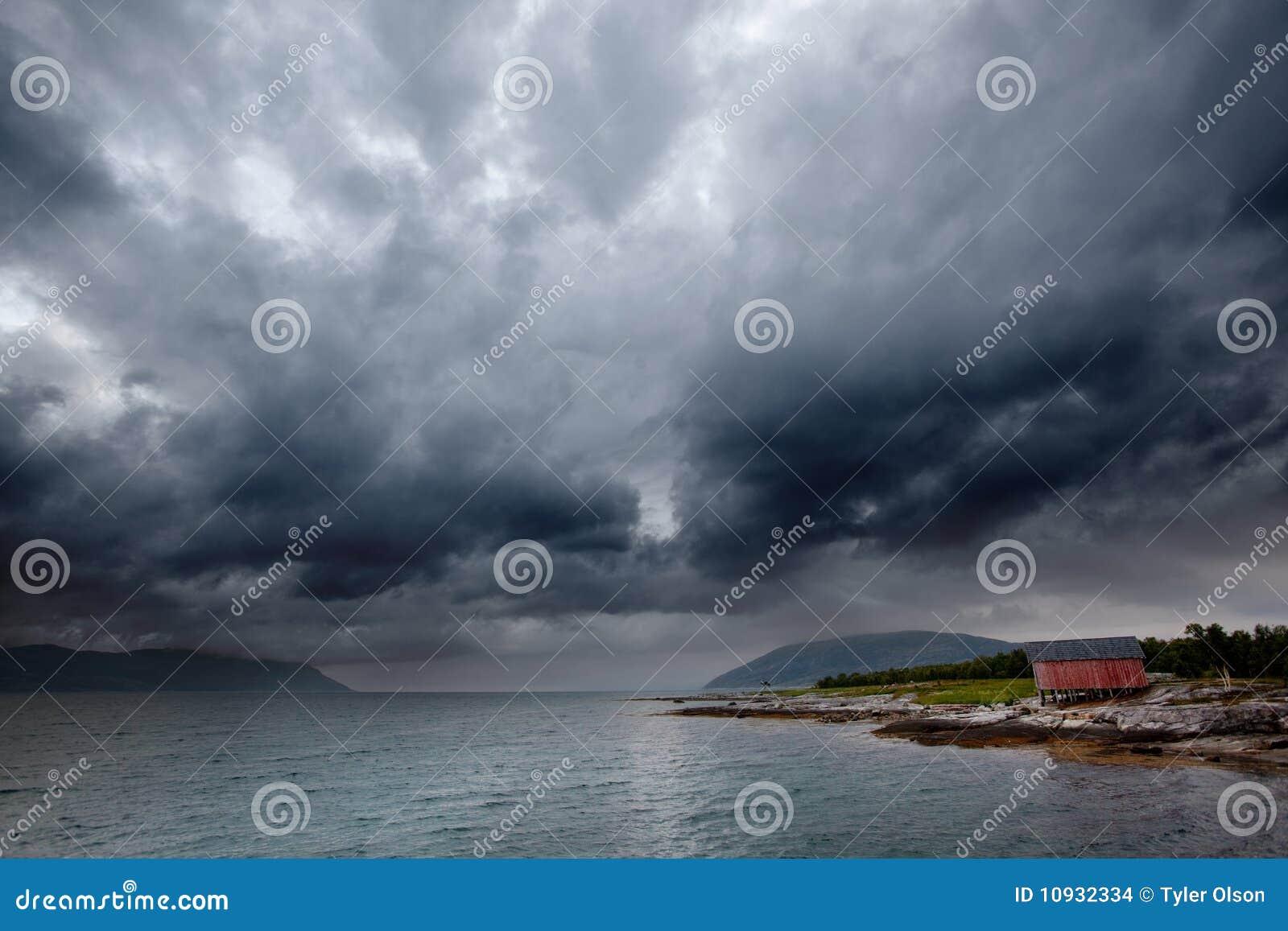 шторм моря