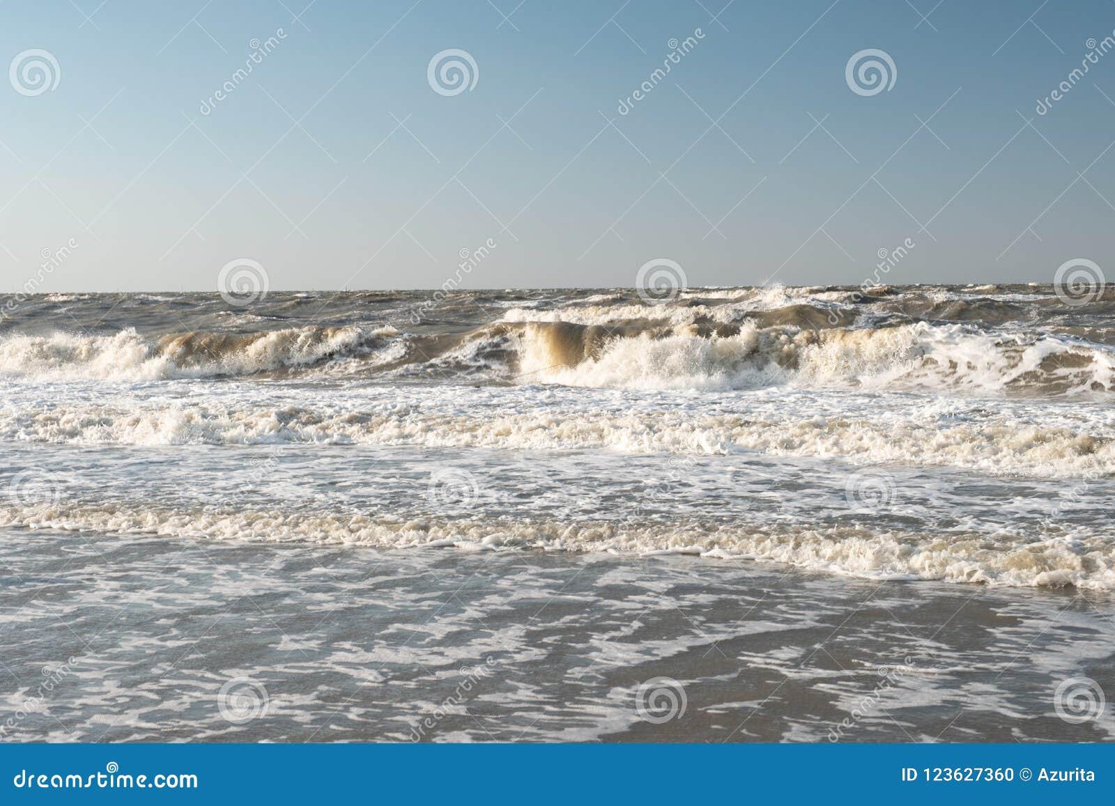 Шторм на море Азова