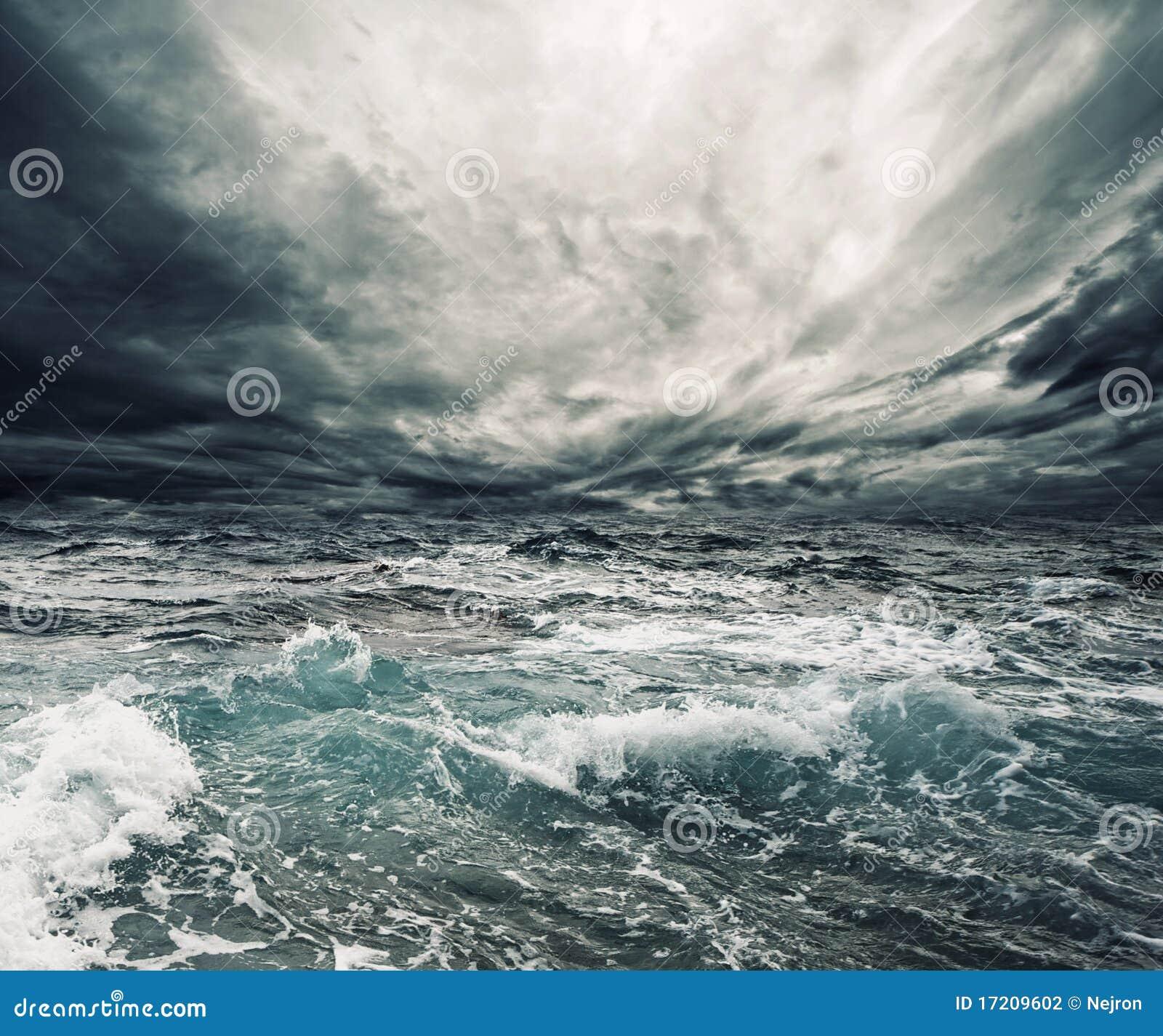шторм океана