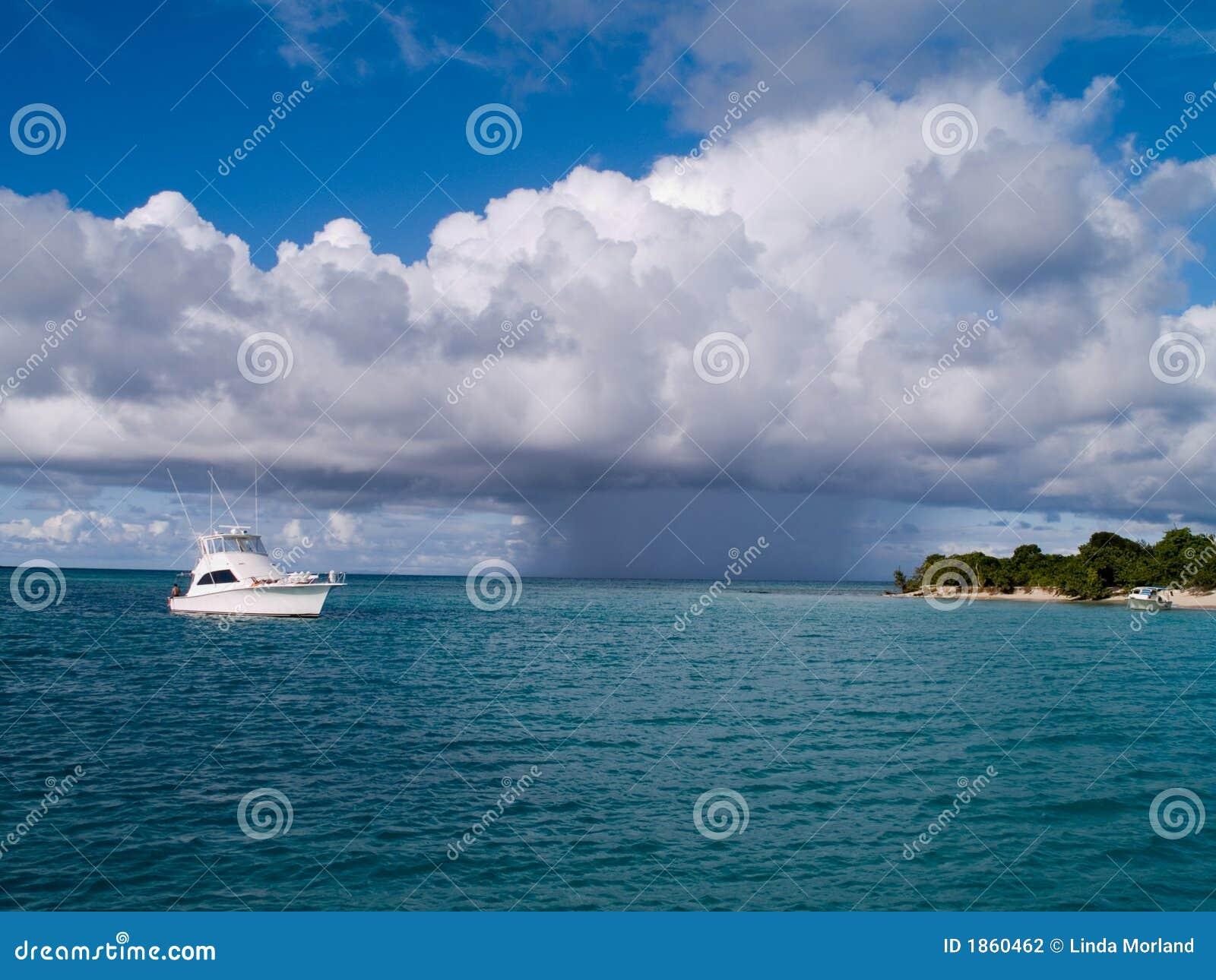 шторм шлюпки входящий тропический