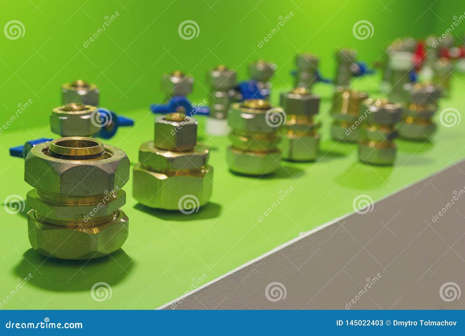 Штуцеры для труб металл-пластмассы