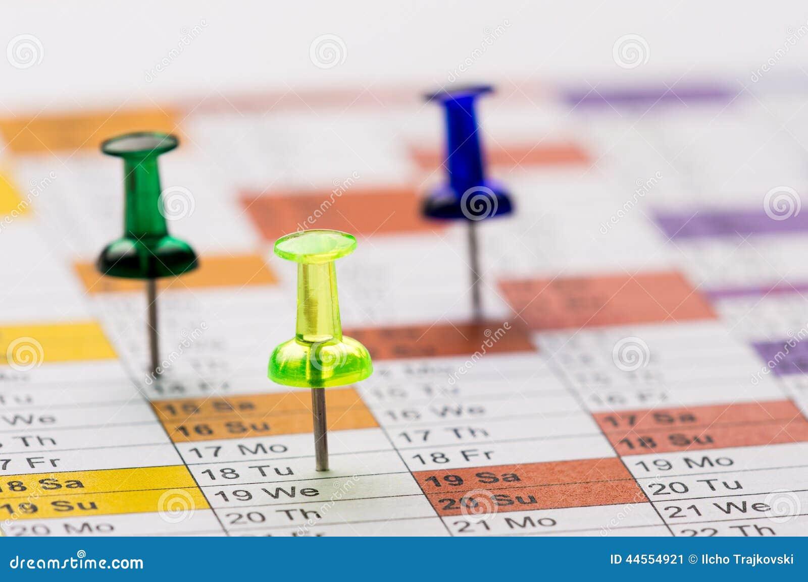 Штыри на календаре