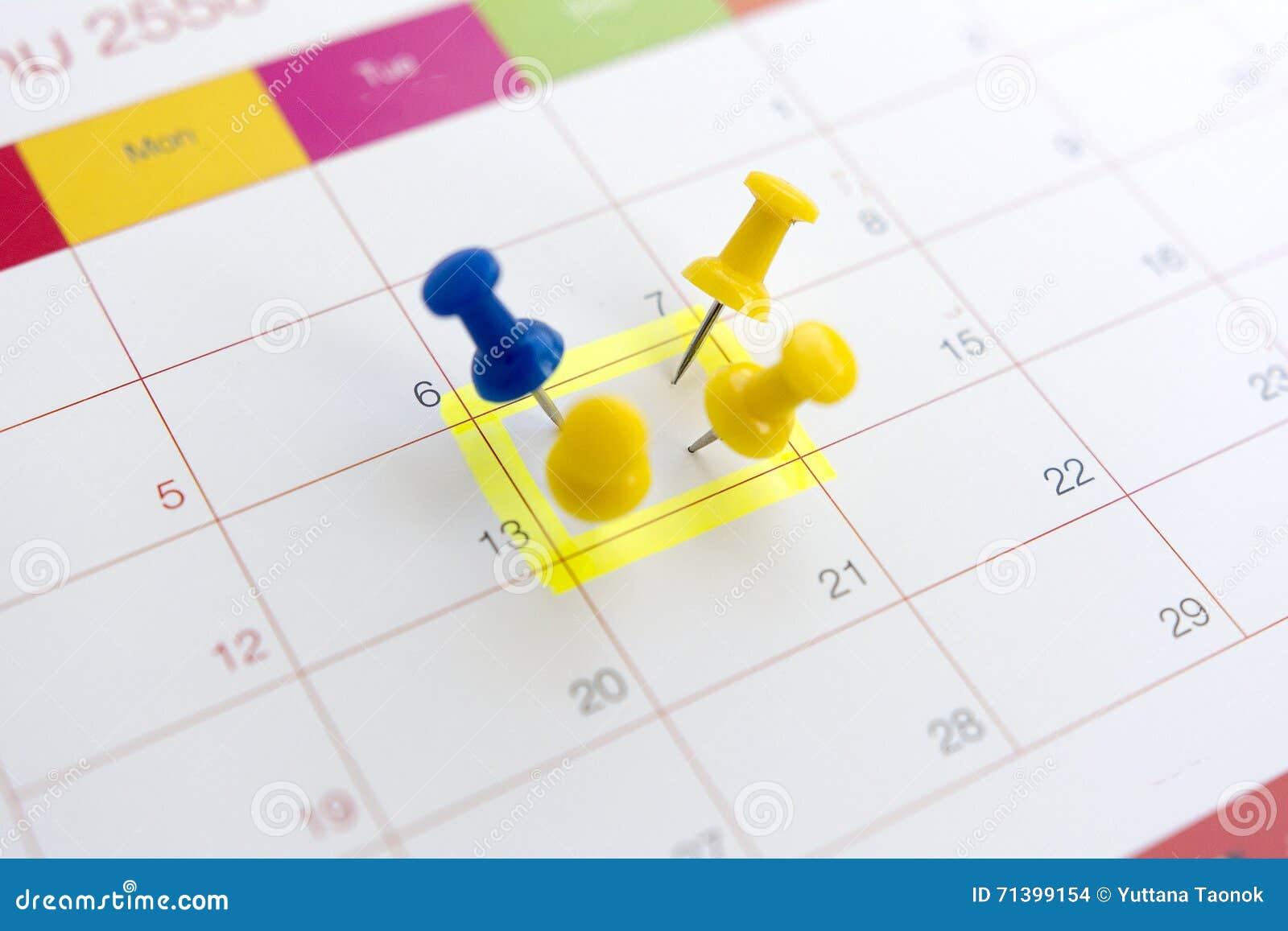 Штыри на концепции назначения календаря