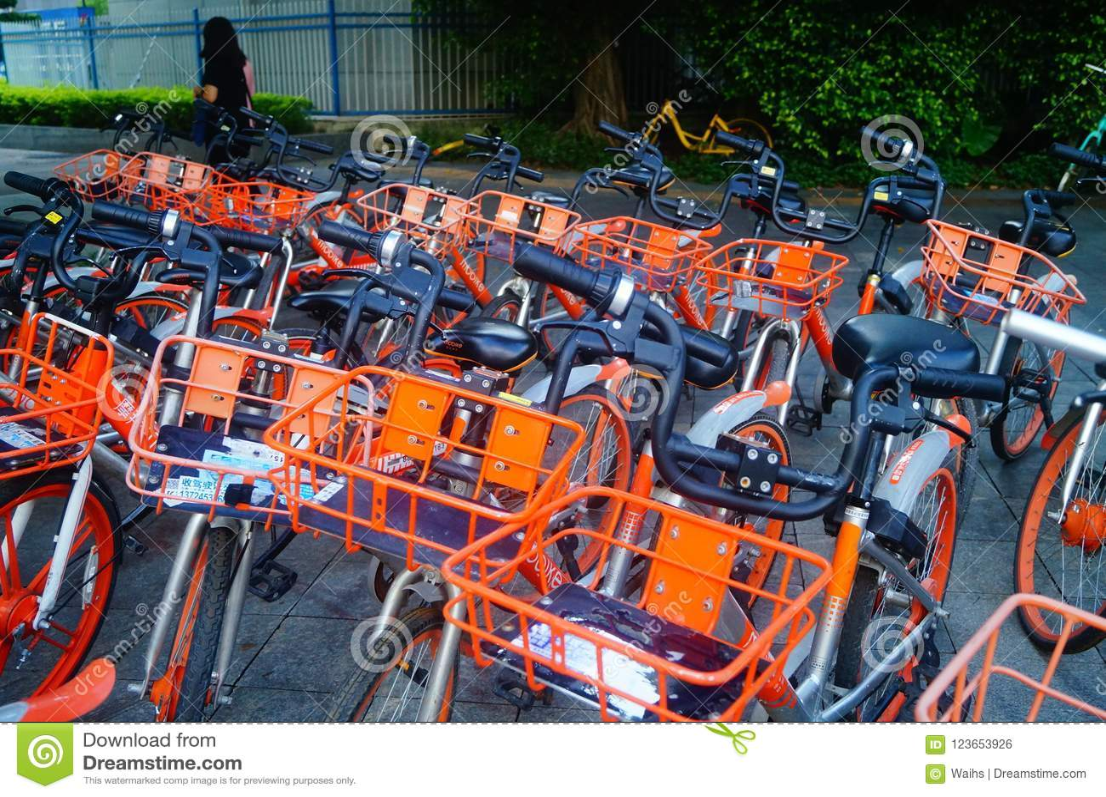 Шэньчжэнь, Китай: mobike припарковано на улице