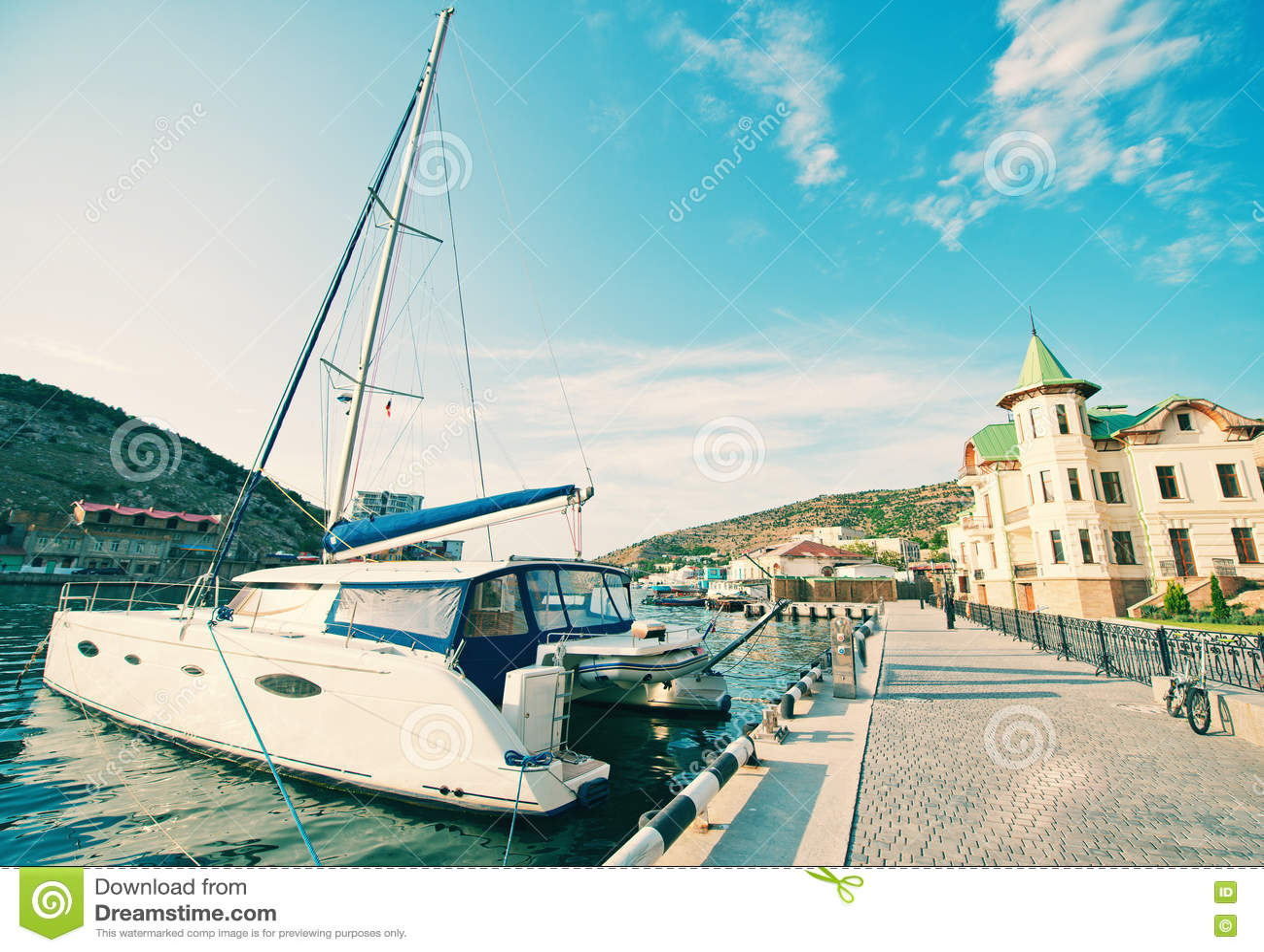 Download Шлюпки и яхты в порте стоковое фото. изображение насчитывающей boated - 72299478