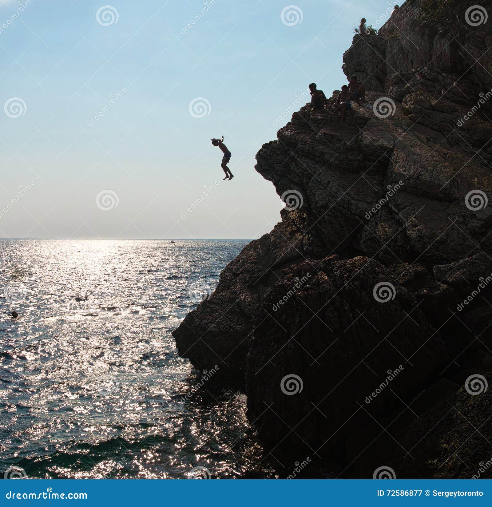 Шлямбуры скалы в Черногории