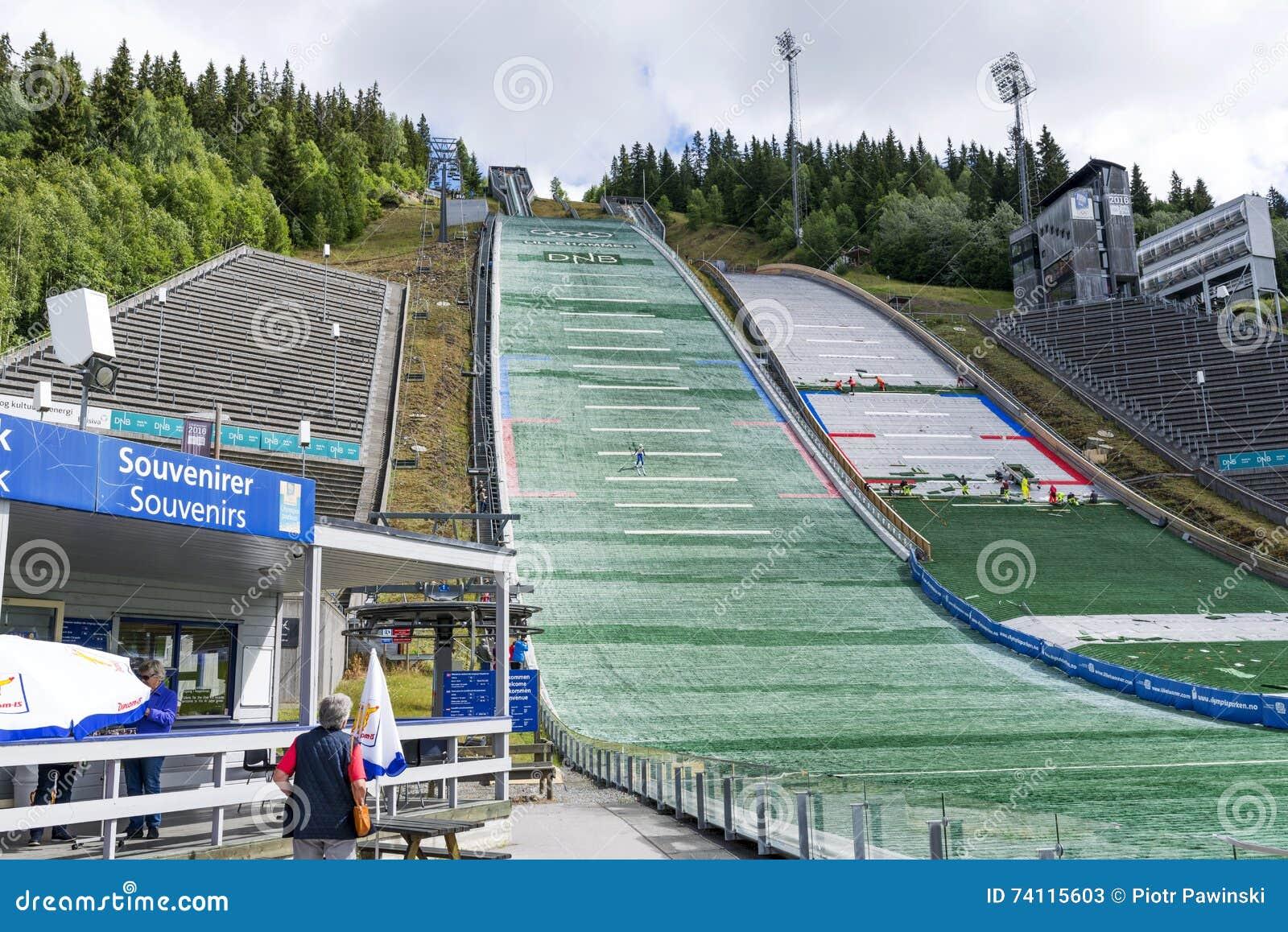 Шлямбуры лыжи тренировки, которые подготавливают для конкуренций лета 27-ого июня 2016 в Лиллехаммере, Норвегии