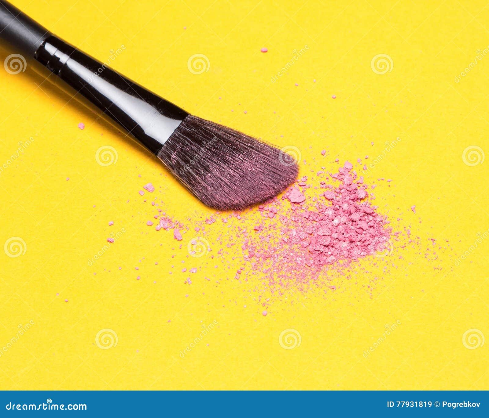 Щетка состава с задавленным shimmer краснеет розовый цвет