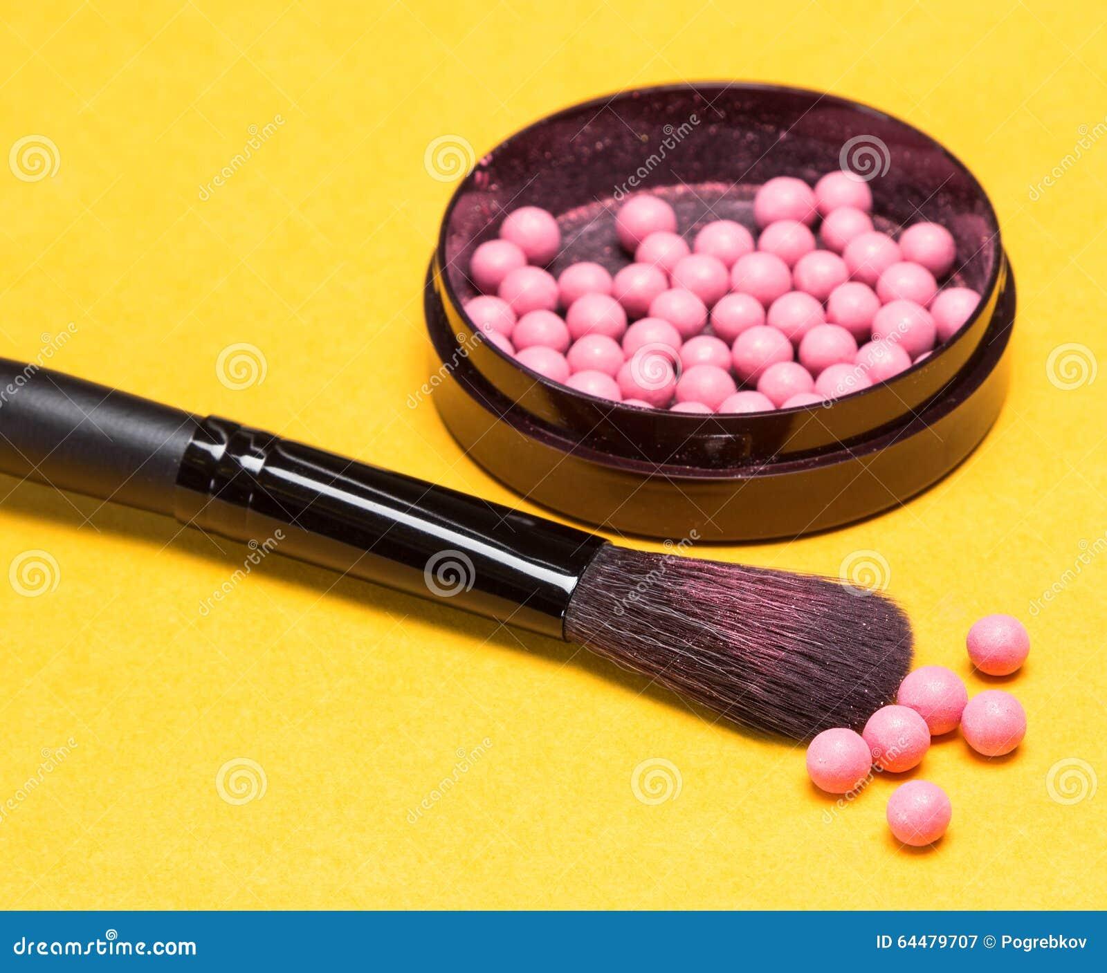 Щетка состава с shimmer краснеет шарики