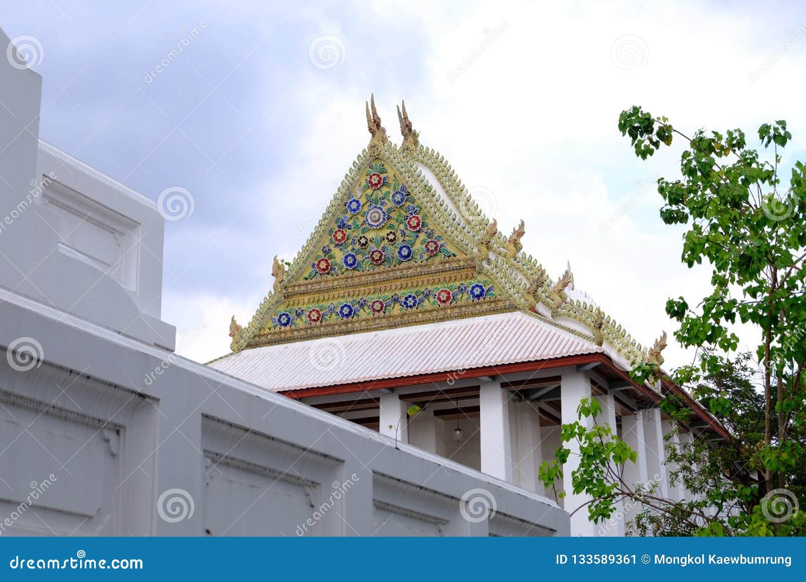 Щипец королевского посвящения Hall от Wat Chaloem Phra Kiat Worawihan