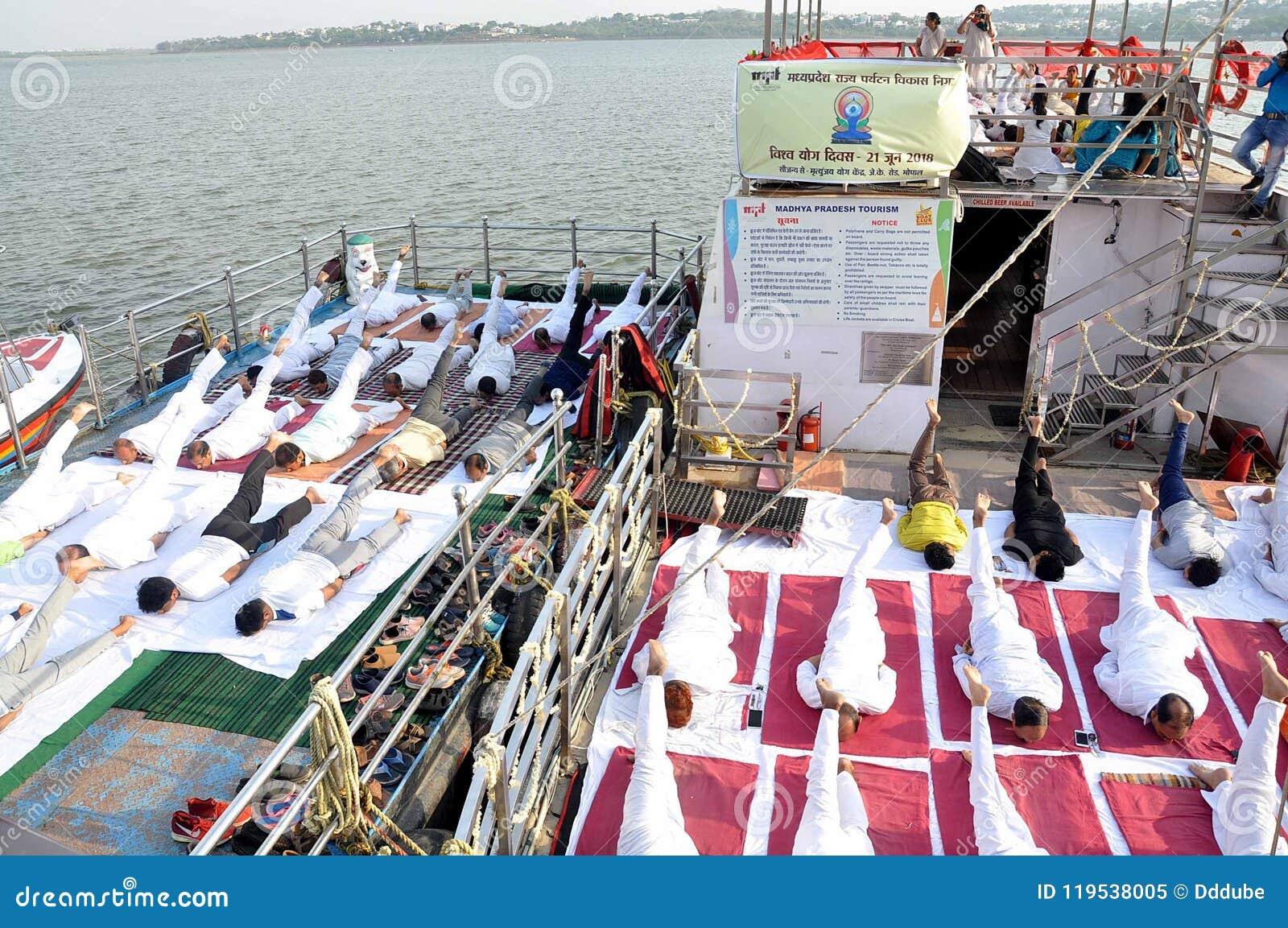 4-ый международный день йоги отпразднованный в Бхопале