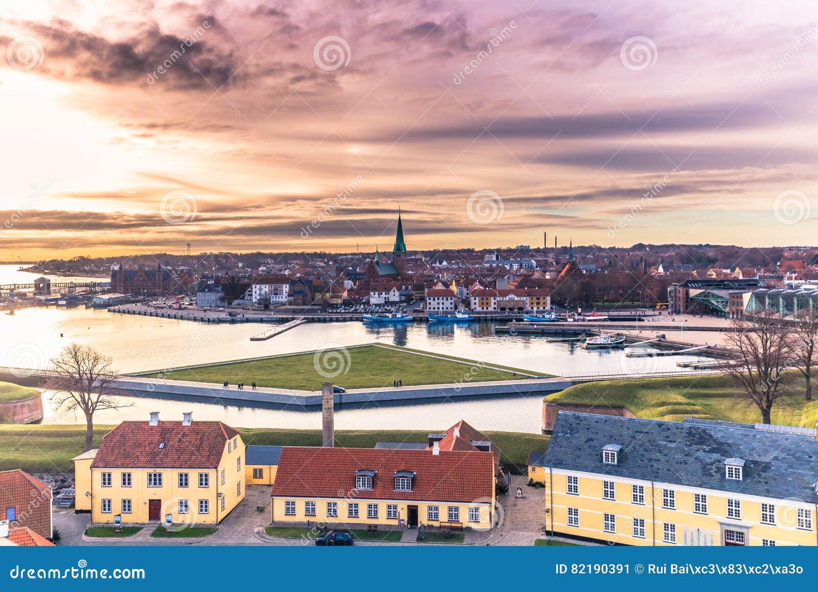 3-ье декабря 2016: Заход солнца в Helsingor, Дании