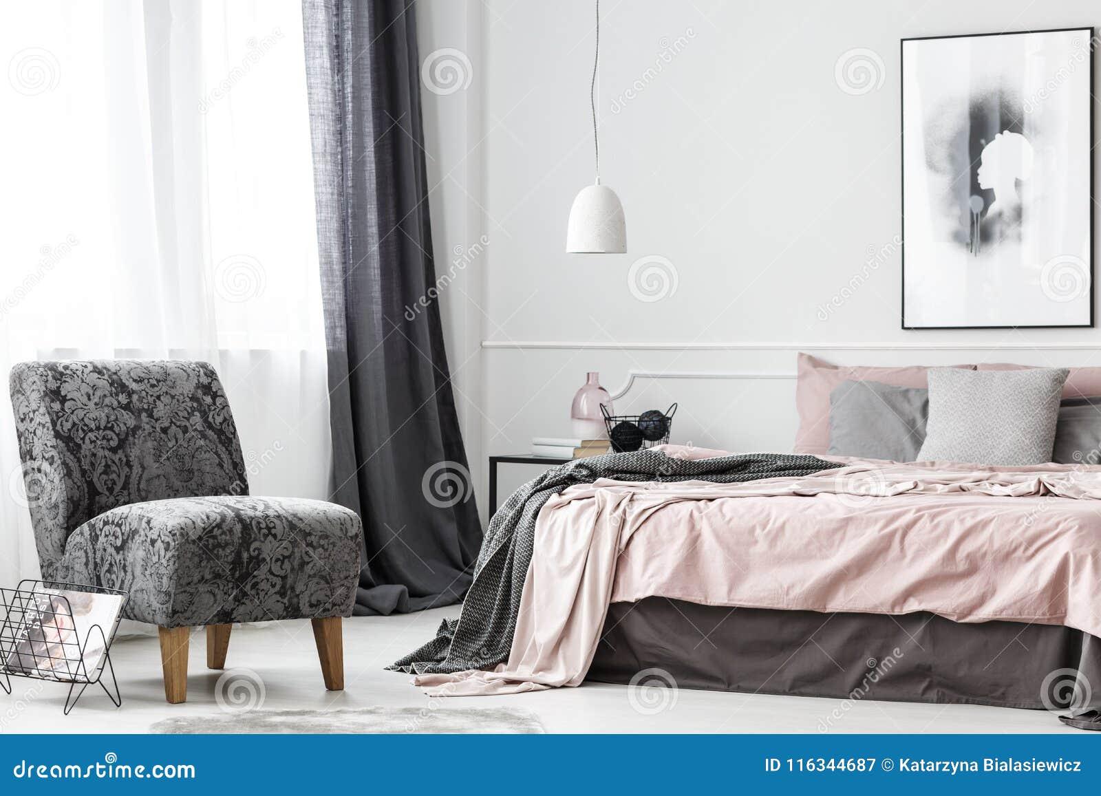 Элегантный женский интерьер спальни
