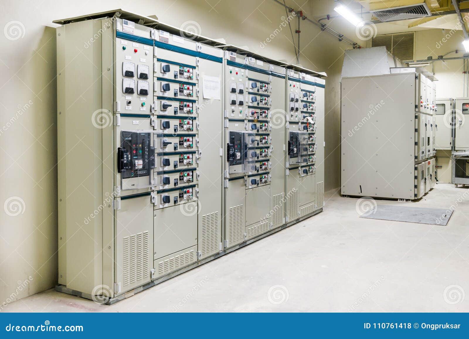 Электрический switcher комнаты, средства и высокого напряжения, оборудование