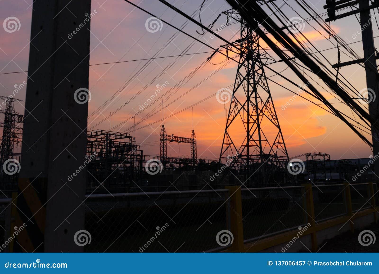 Электричество, небо и заход солнца для текстуры