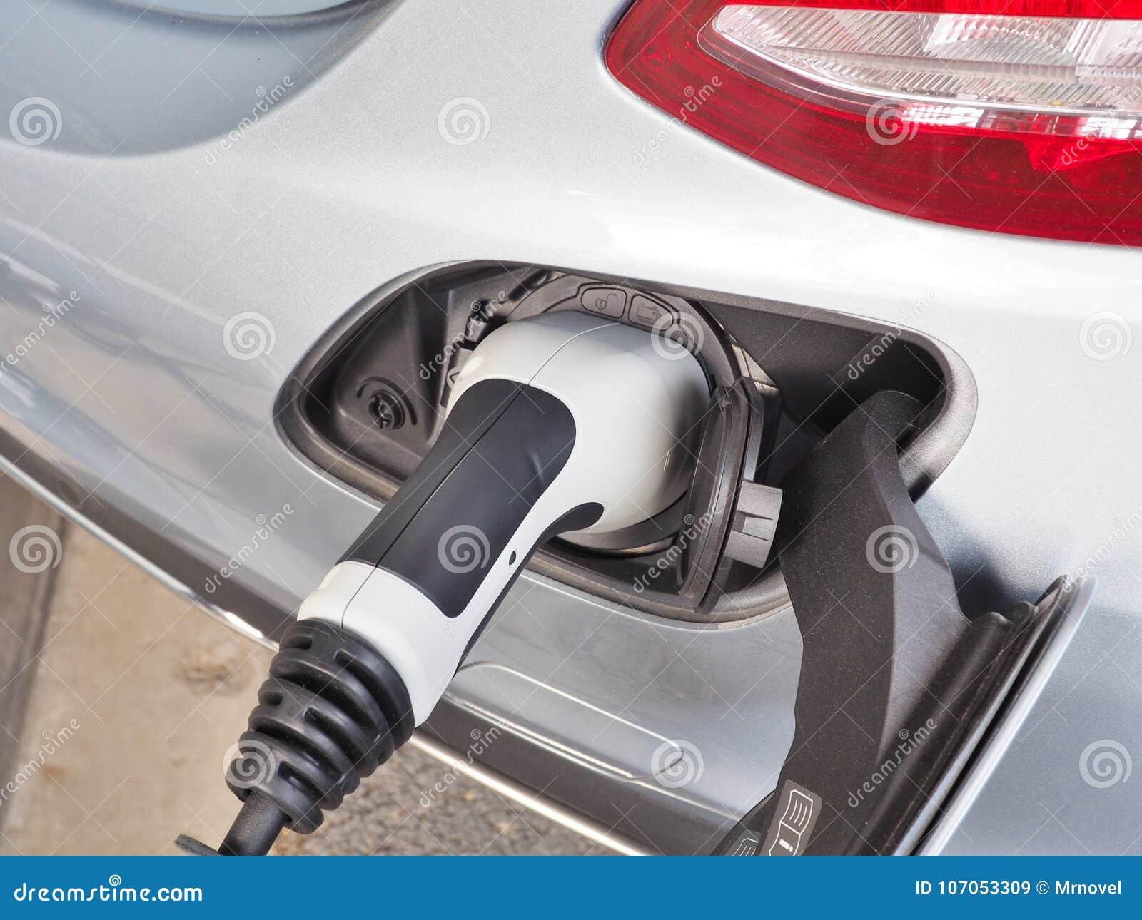 Электричество электротранспорта или автомобиля EV поручая