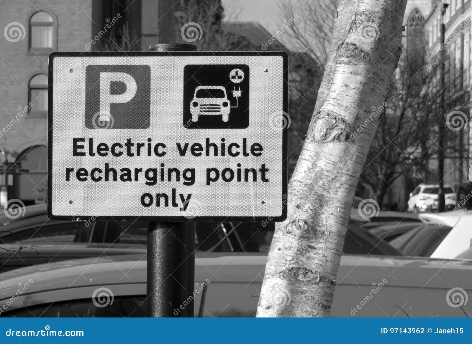 Электротранспорт перезаряжая знак пункта
